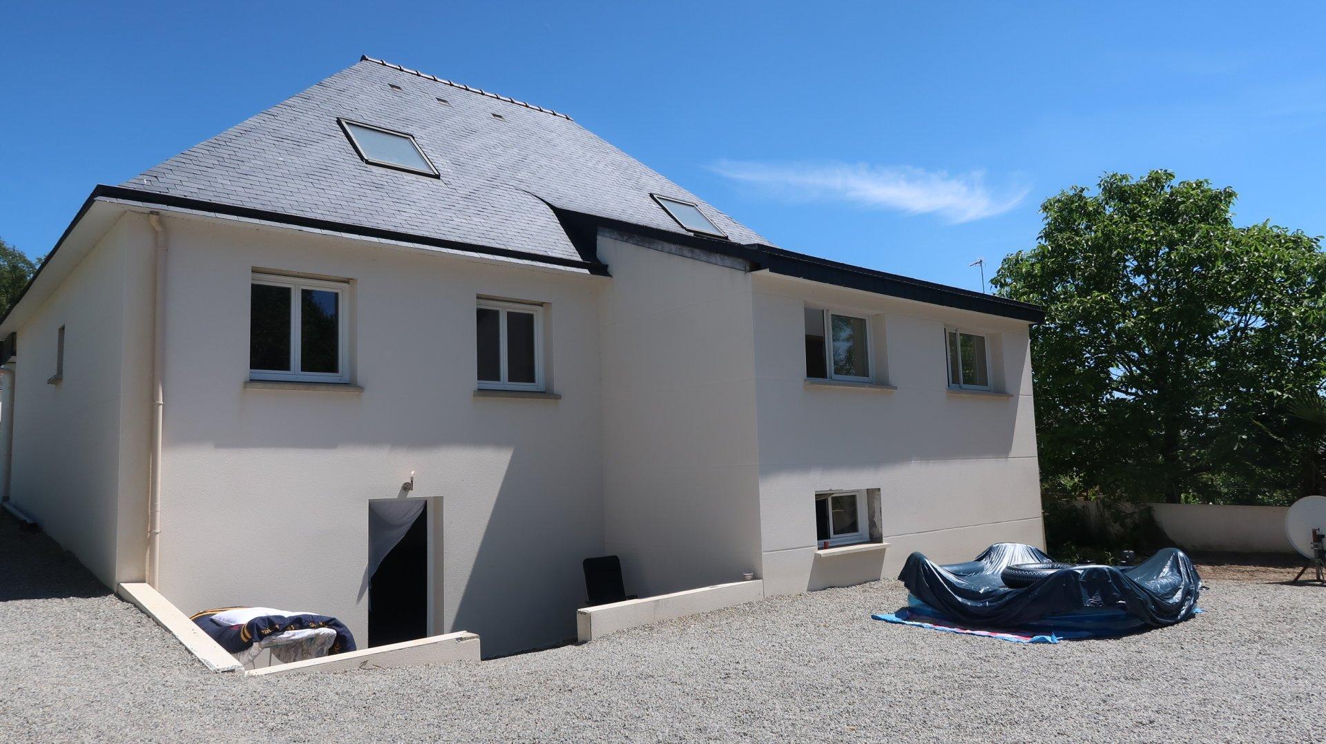LANGUIDIC 56440 maison contemporaine de 2008 à terminer.