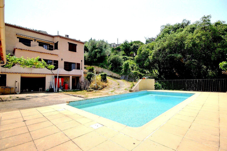 Villa till salu i Mandelieu
