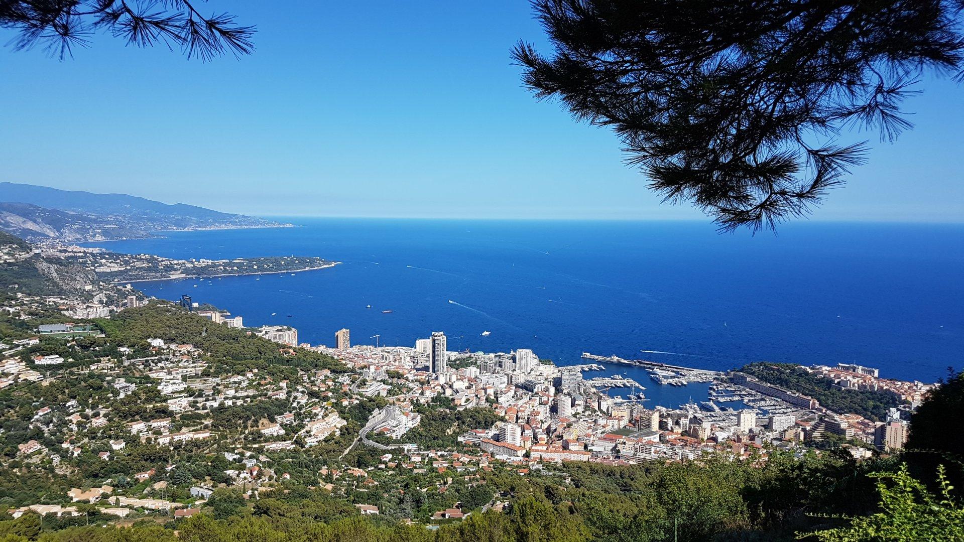 """Villa Mitoyenne que d'un seul côté - 2 Pièces sur 2 niveaux + mezzanine Vue Mer époustouflante La Turbie""""Hauts de Monte Carlo»             590 000 €"""