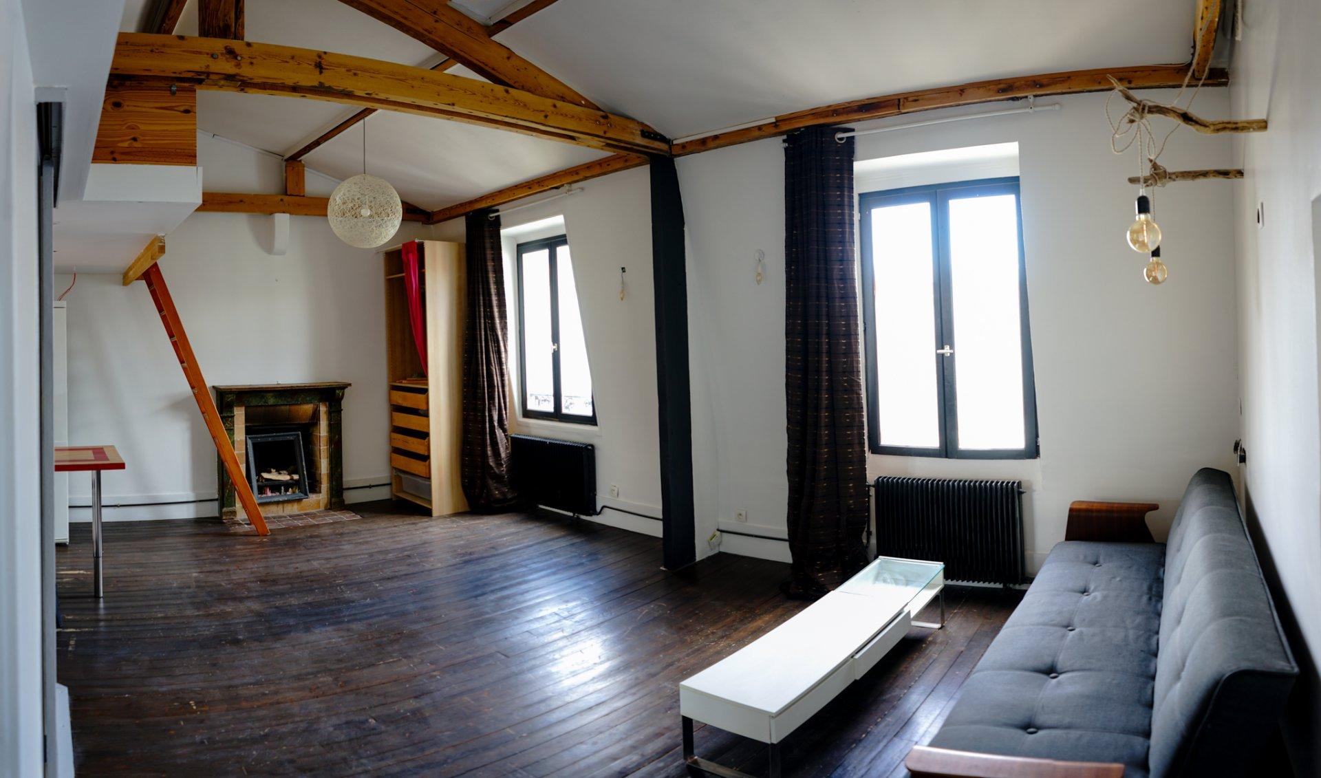 Paris - XVIII - M° Marcadet Poissonnier / Château Rouge - 2 Pièces - LOUÉ MEUBLÉ - DERNIER ÉTAGE - VUE - CALME .