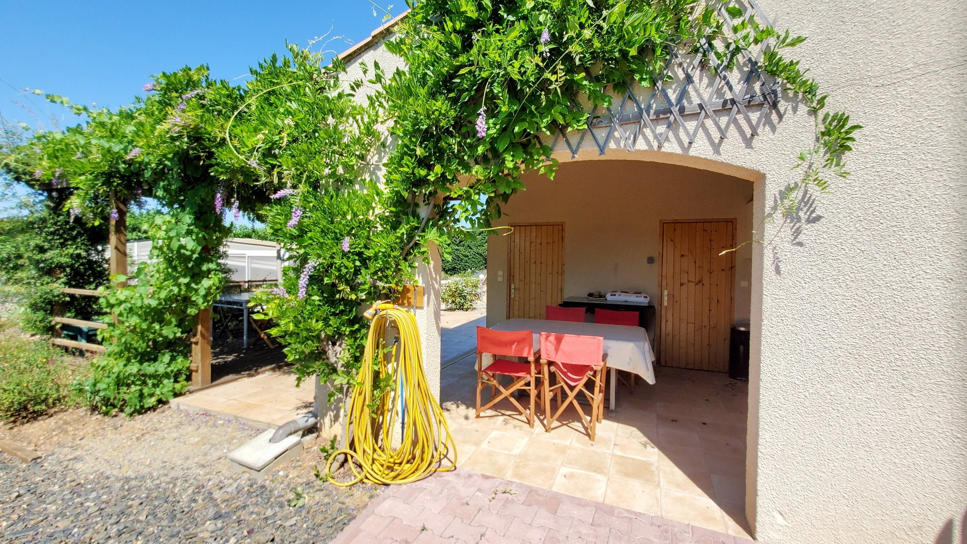 Beautiful villa with garage and pool on a plot of 2600 m2