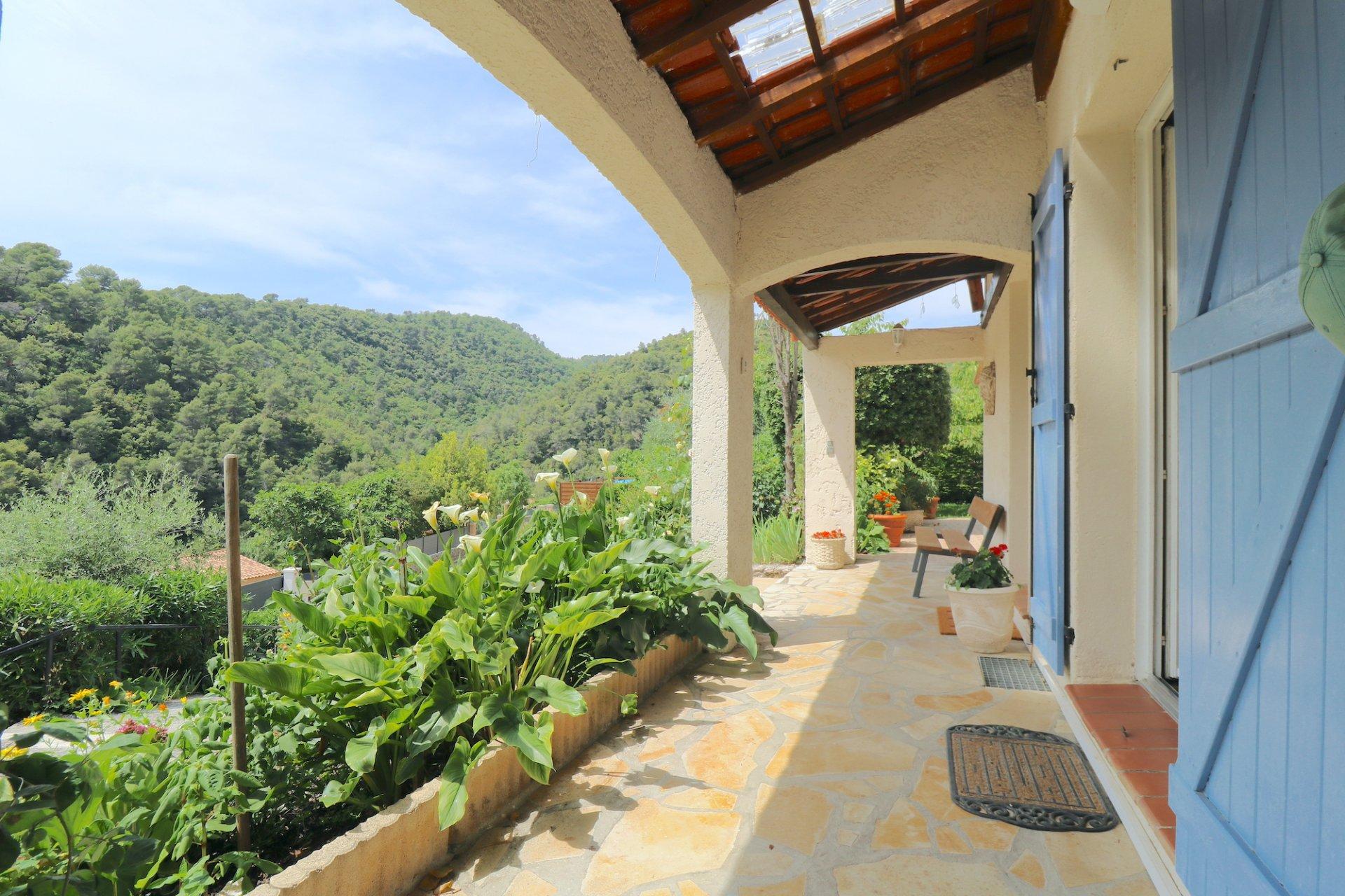 Arrière-pays Niçois, Maison 4-5p avec piscine
