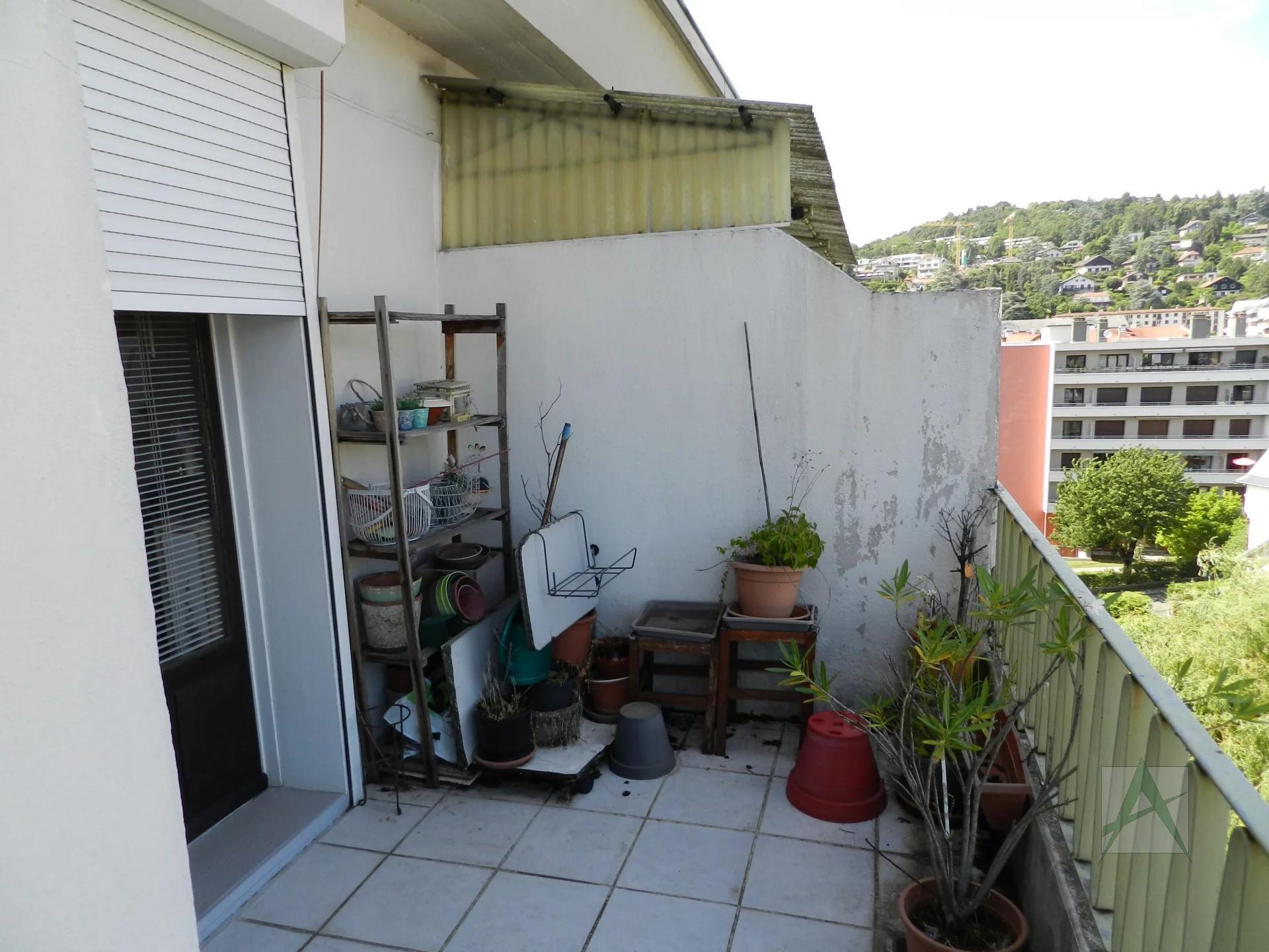 CHAMBERY - T3 avec terrasse pour investisseur
