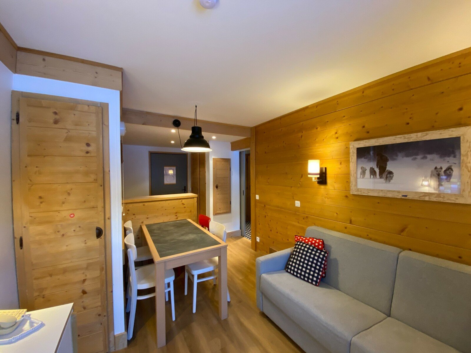 RENOVATED APARTMENT CLOSE TO THE CENTRE OF LES MENUIRES