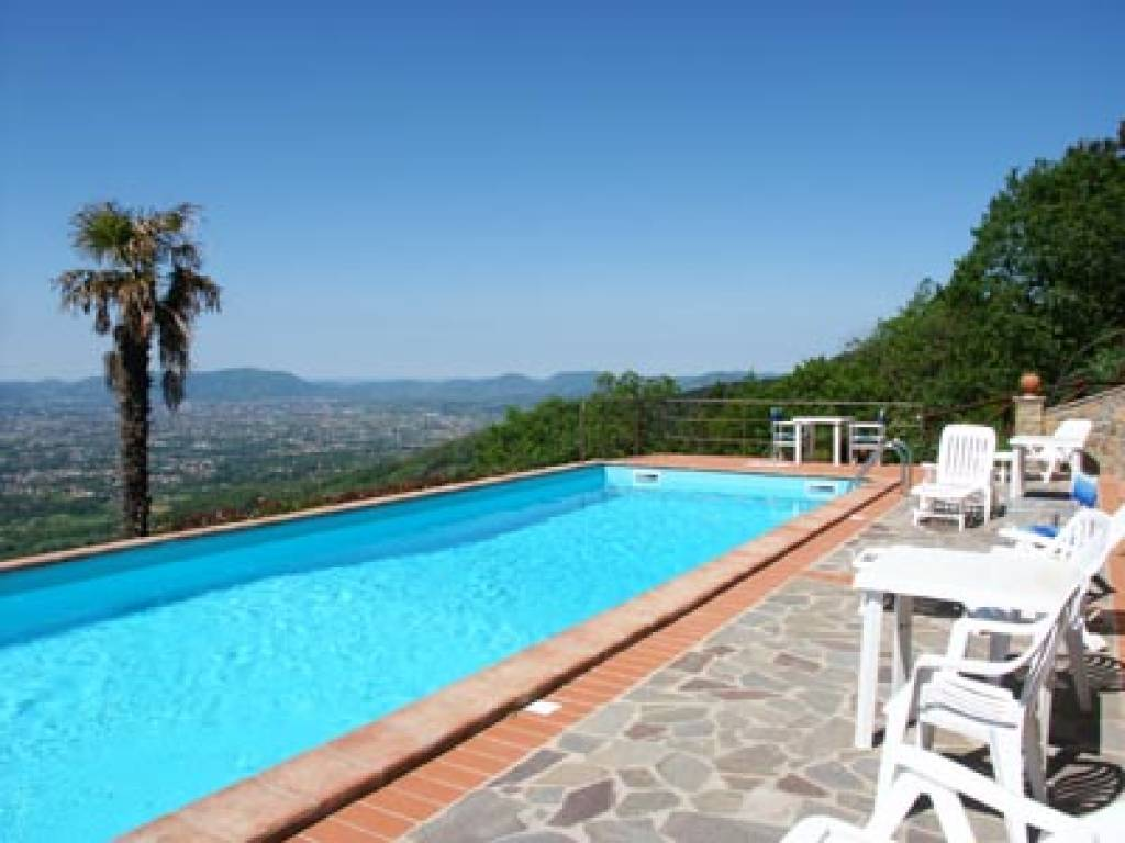 ITALY, TUSCANY, LUCCA, FARMHOUSE WITH POOL, 5 PERSONS