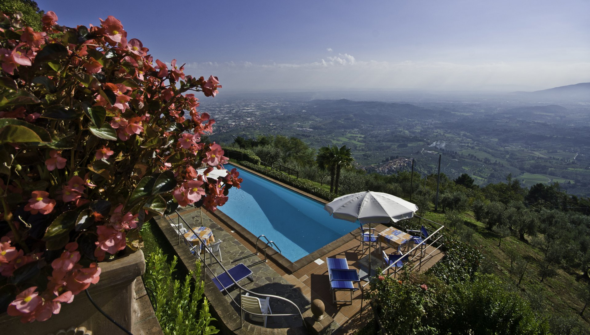 ITALY, TUSCANY, LUCCA, FARMHOUSE WITH POOL,  6 PERSONS