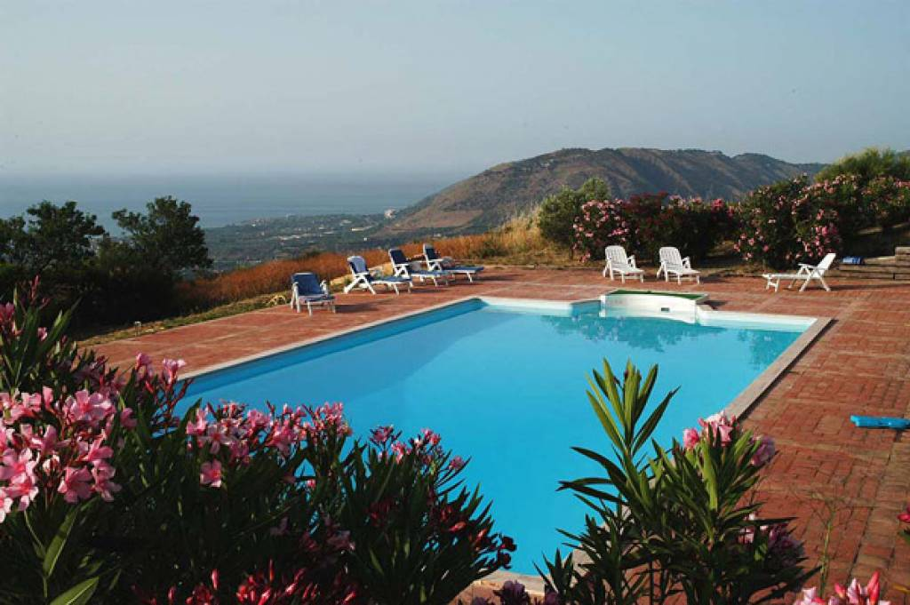 SICILY, CLOSE TO CEFALU, POOL, 5 PERSONS