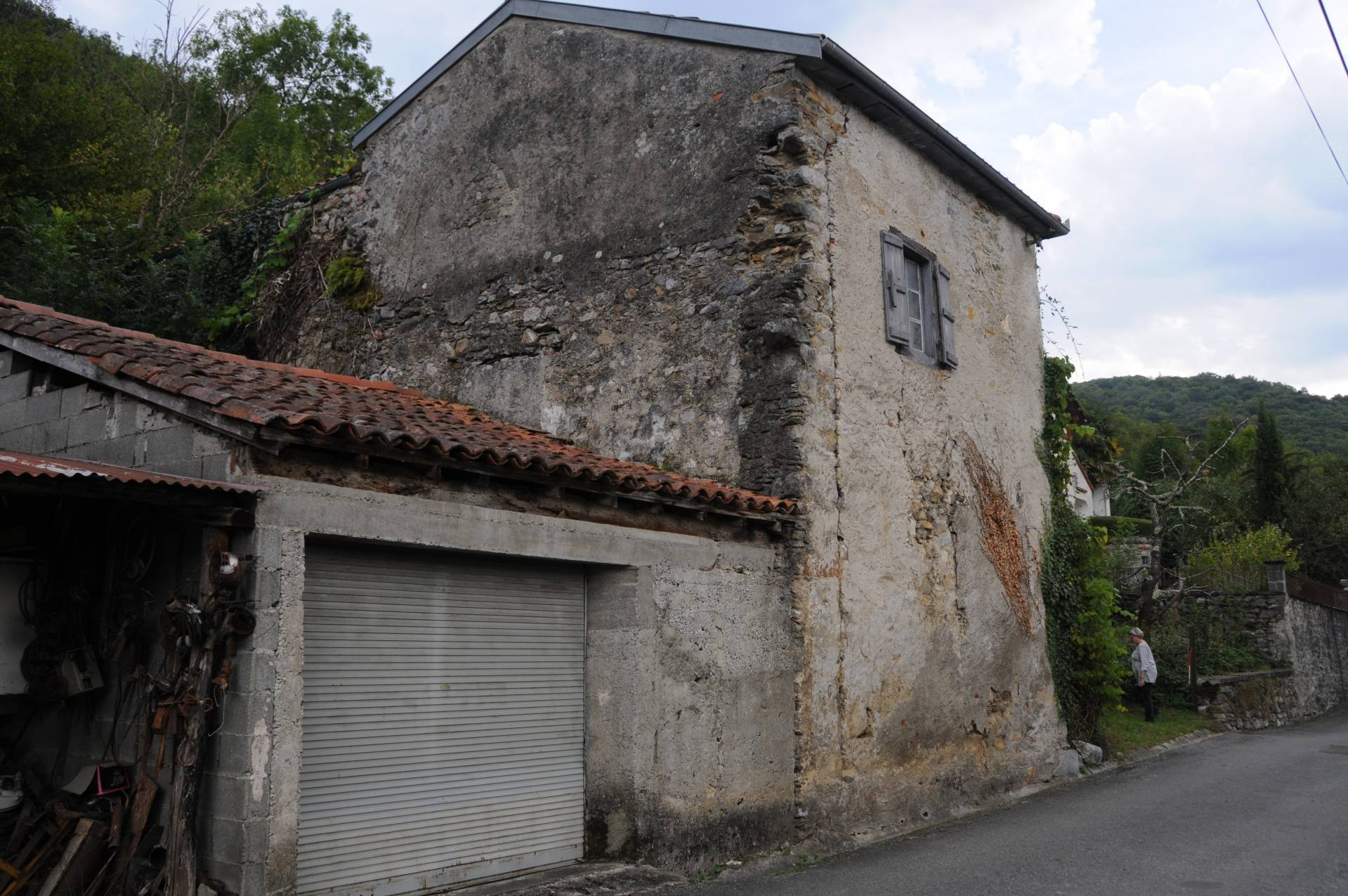 Charming old house to renovate