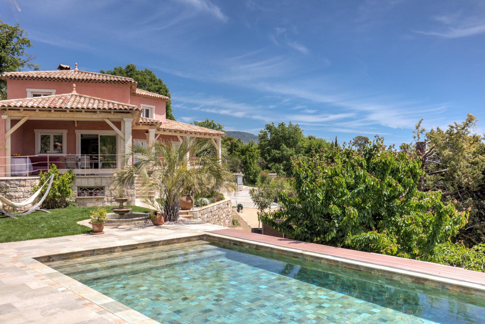 CABRIS : Recently built high-quality villa with superb views