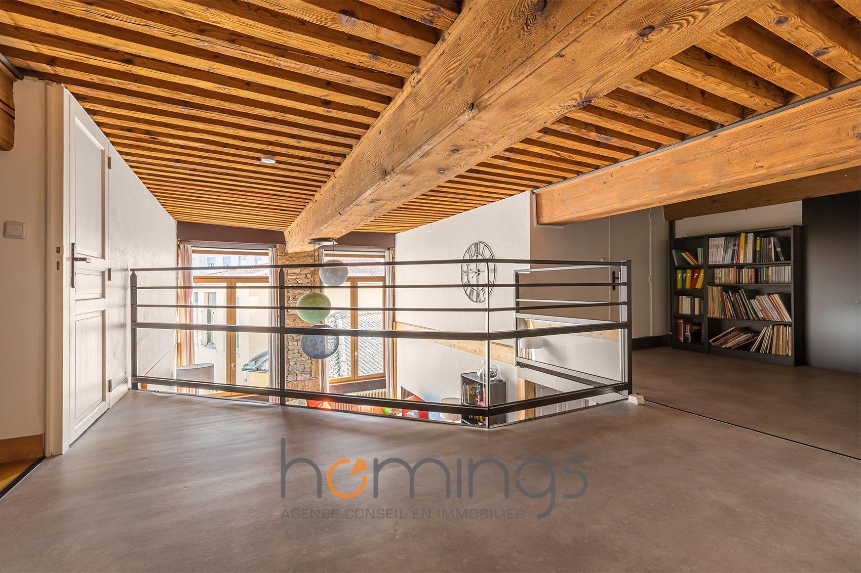 CROIX ROUSSE - T4 duplex Place Tabareau
