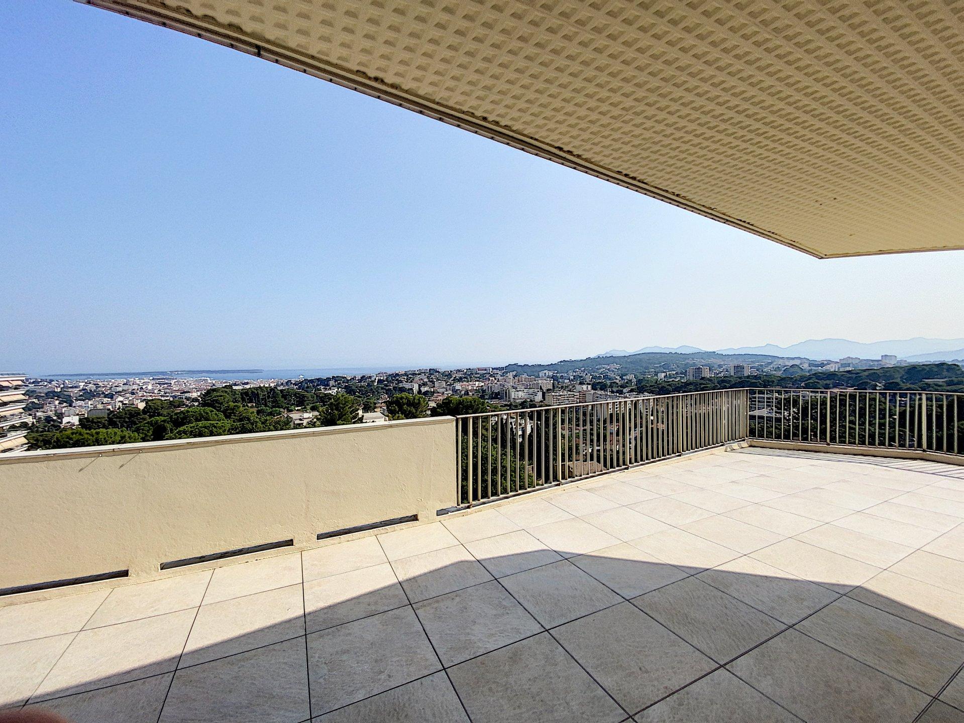 Le Cannet, superbe appartement sur le toit/penthouse avec vue mer panoramique