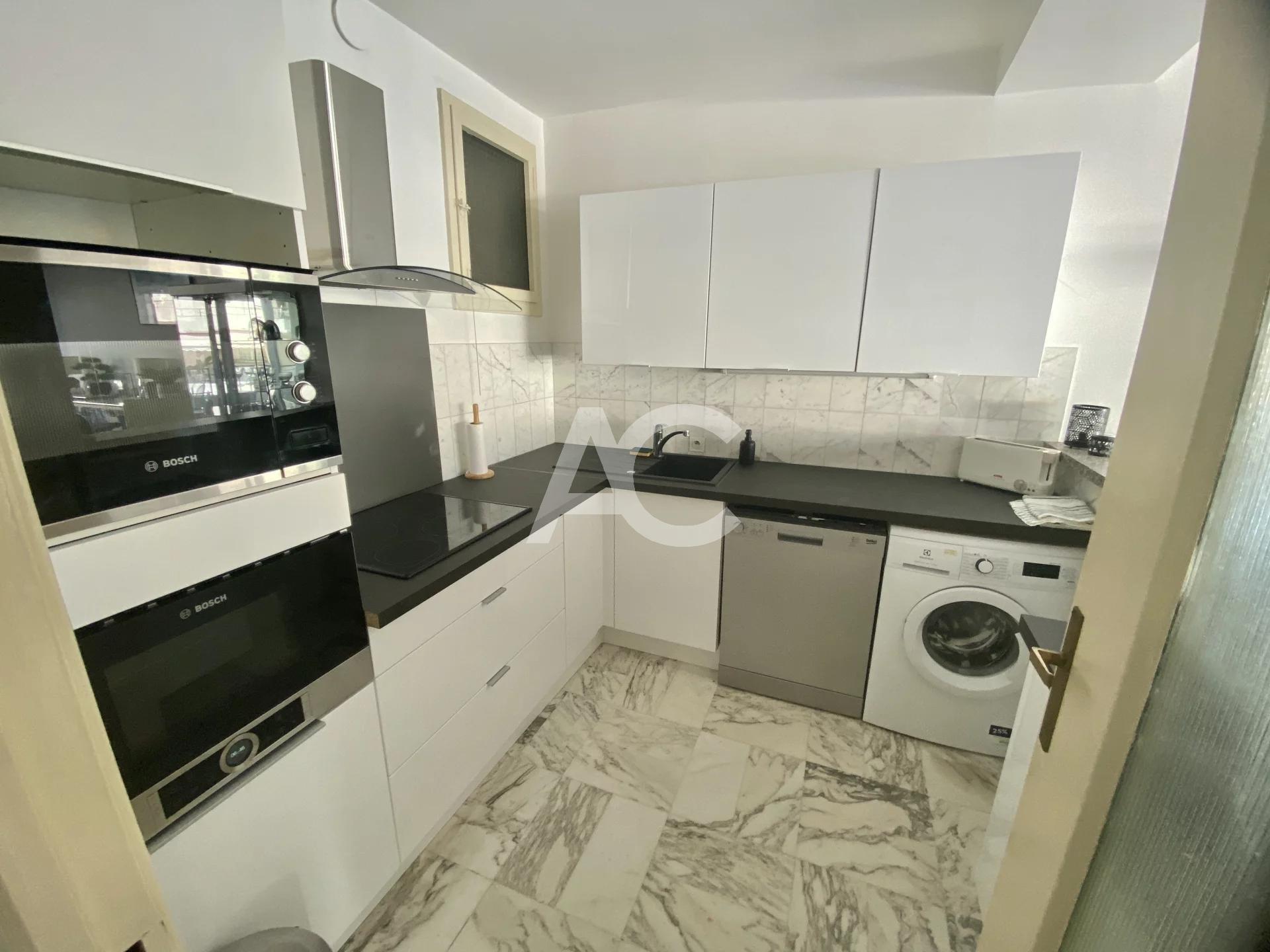 Просторная трехкомнатная квартира - Центр Жуан-ле-Пен