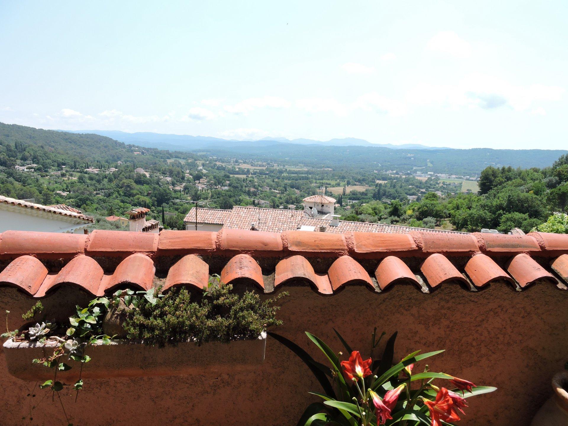 Maison de village avec vue, terrasse etc....