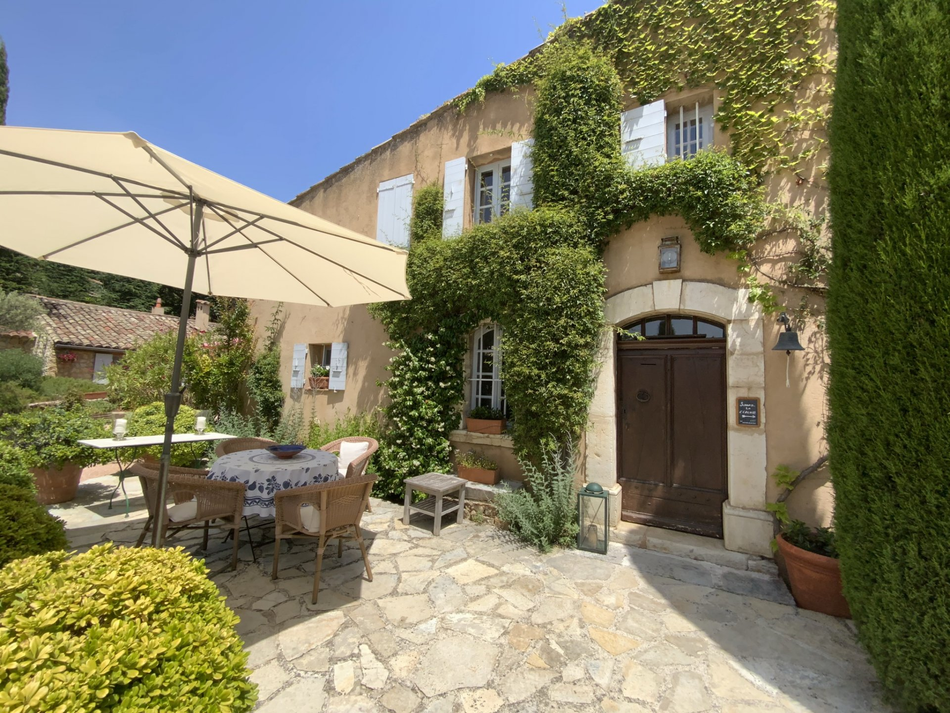 PROVENCE - CHARMING PROPERTY - 3.2 HECTARES