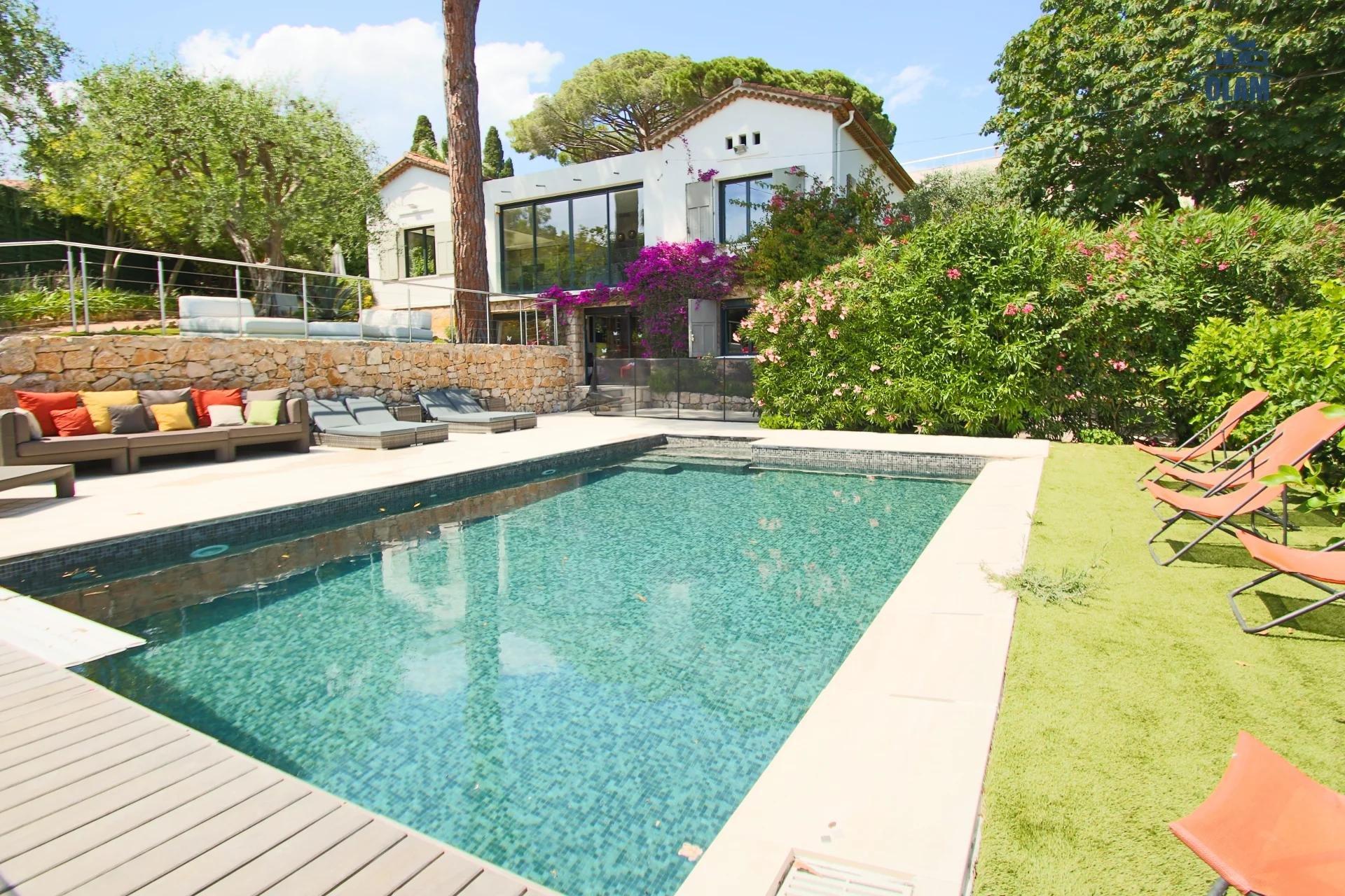 Stunning Architect 4 BR 2 storey villa 200 sqm
