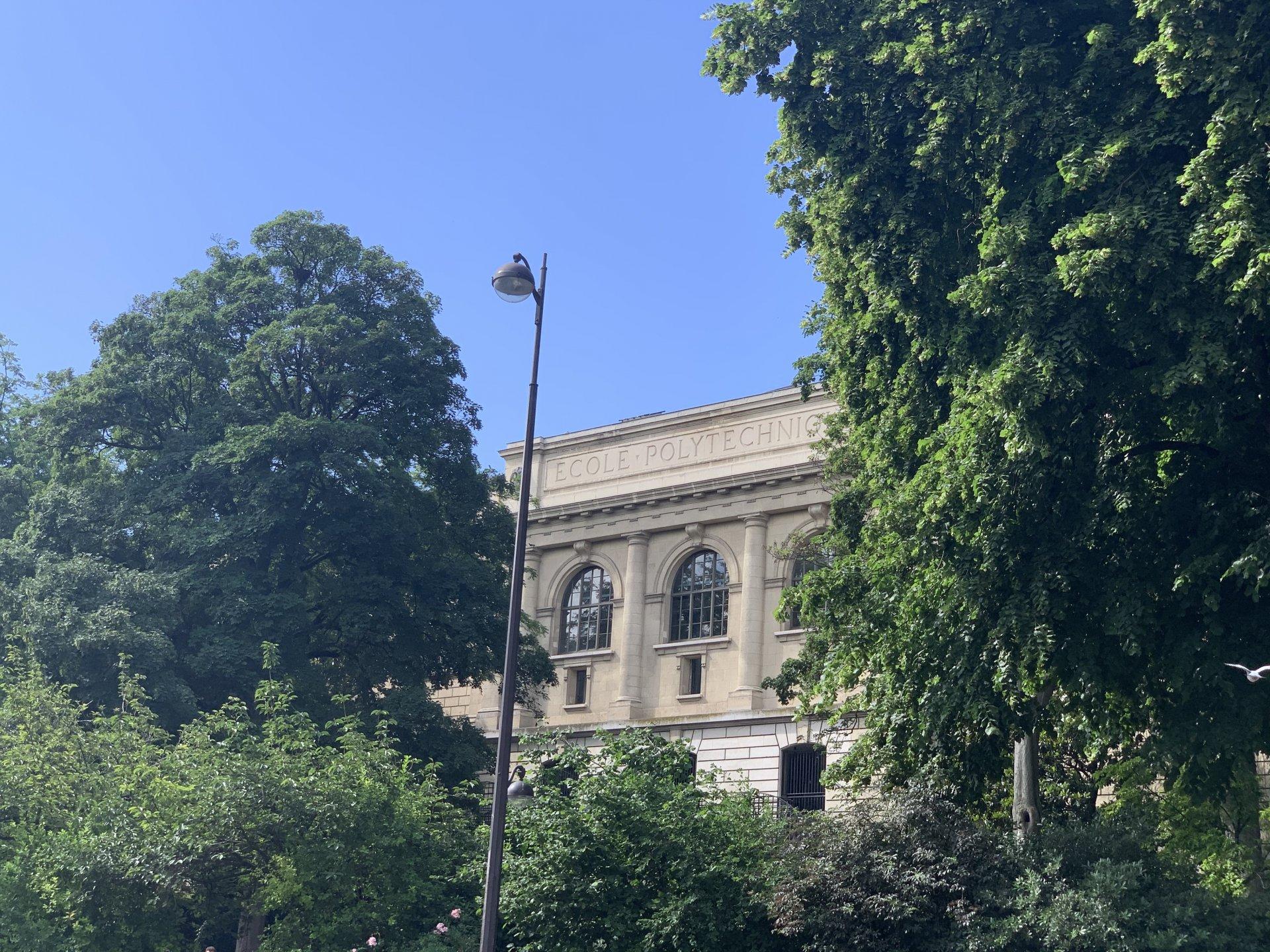 Paris - V ème - PANTHÉON / JARDIN DU LUXEMBOURG - M° Maubert - Mutualité / Jussieu - STUDIO À RÉNOVER - SECTORISATION HENRI IV / LOUIS - LE - GRAND - EXCELLENT AGENCEMENT - BEL IMMEUBLE.