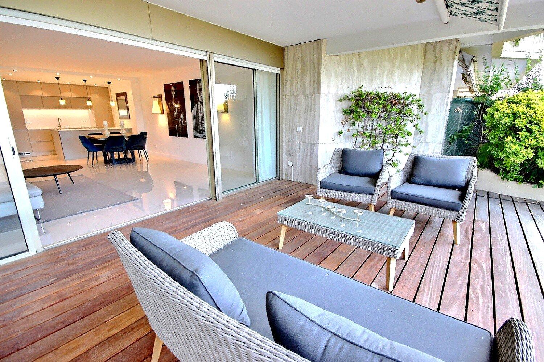 Vackert renoverad lägenhet med havsutsikt i Cannes Californie