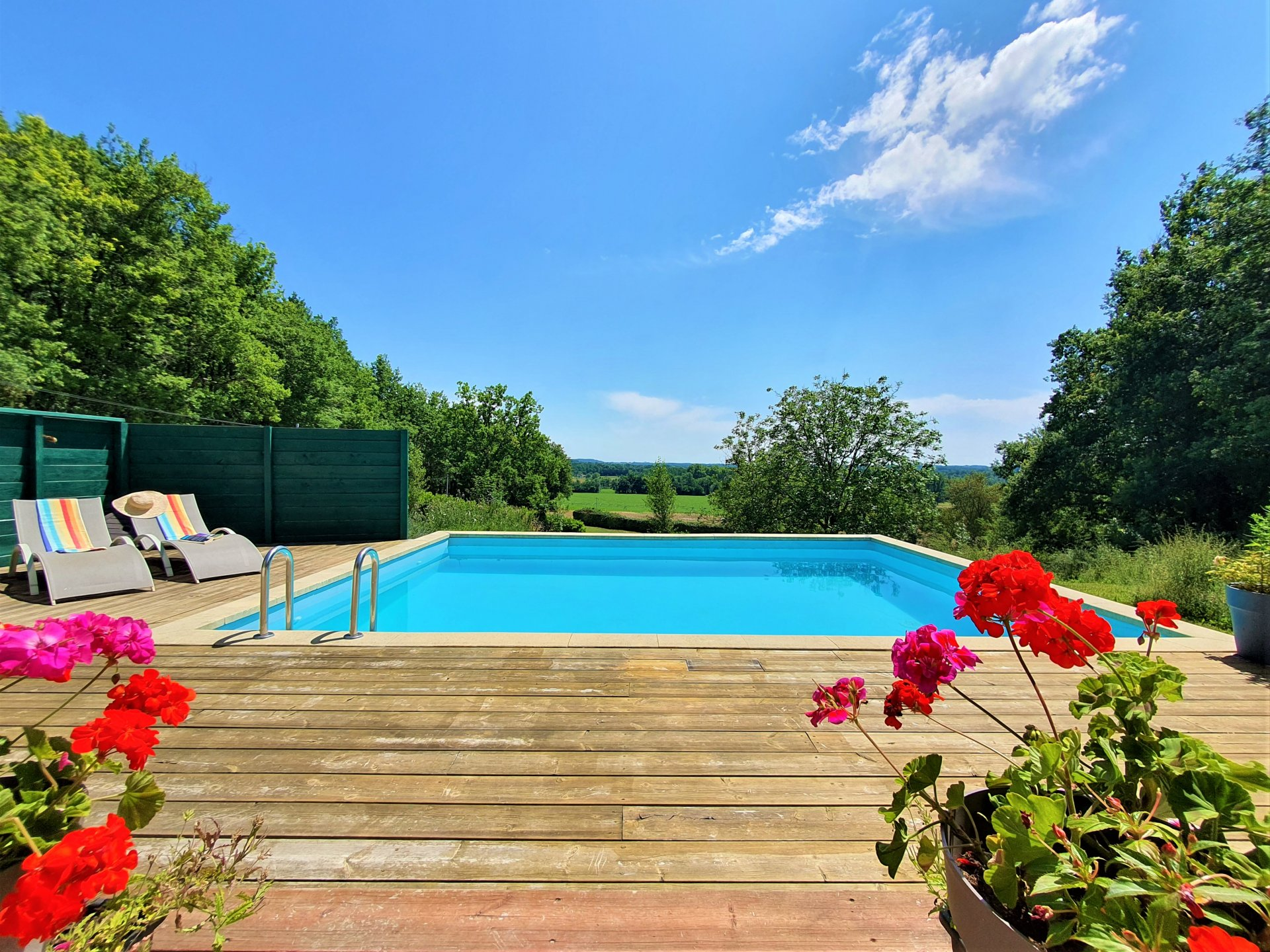 DON'T MISS OUT ON THIS 3 BED HOUSE WITH POOL AND ENVIABLE VIEWS!