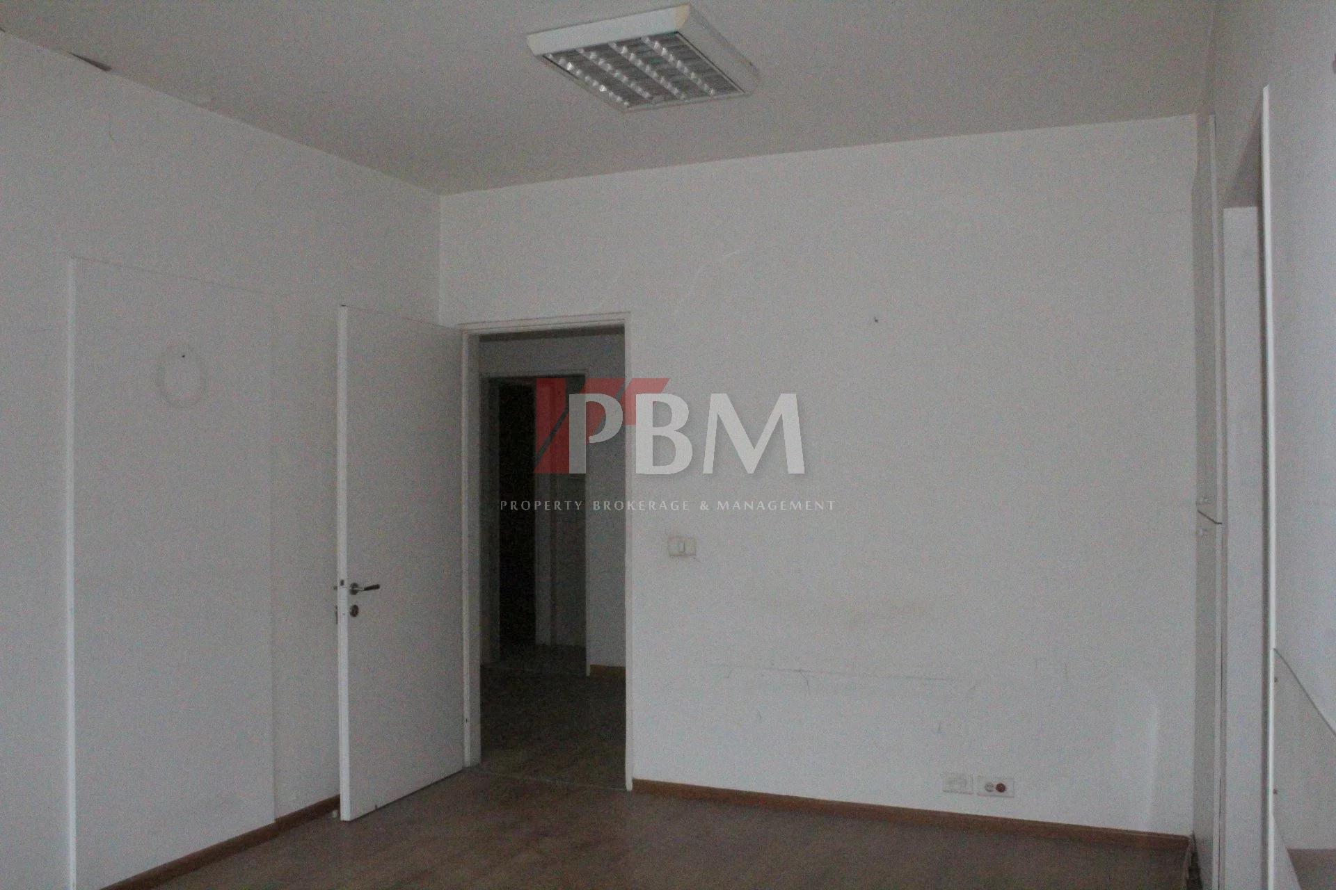 Check/LBP   A Spacious Office