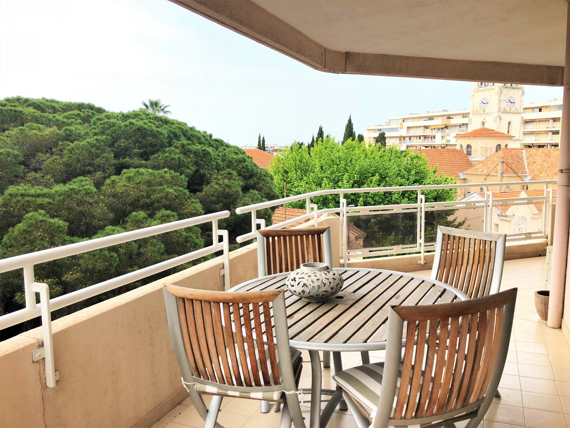 CANNES CENTRE - 3 P 88M² + 30M² Ter. D'ANGLE - VUE DEGAGEE