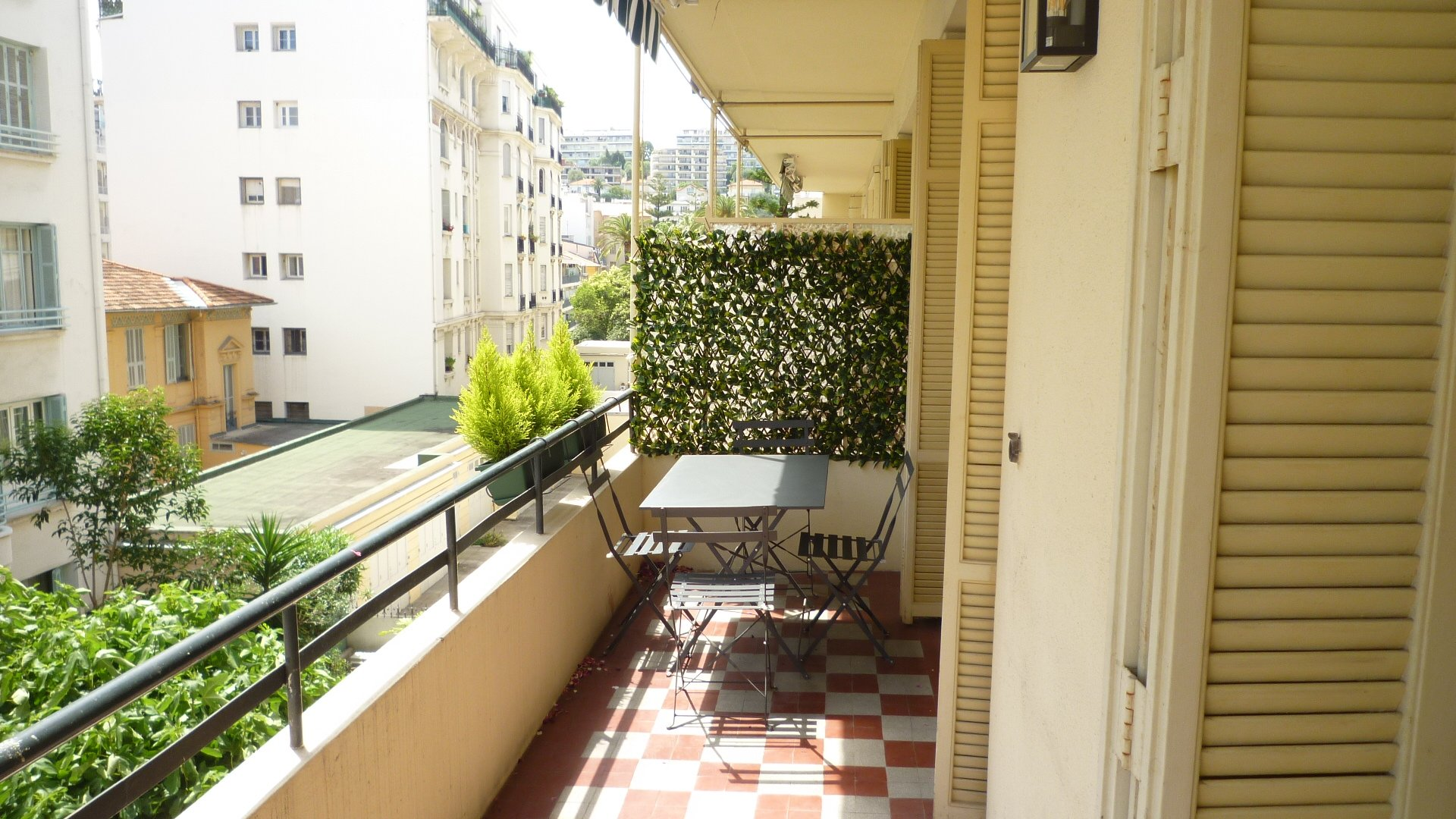 """3 pieces/ terrasse sud / centre ville """"fleurs """""""