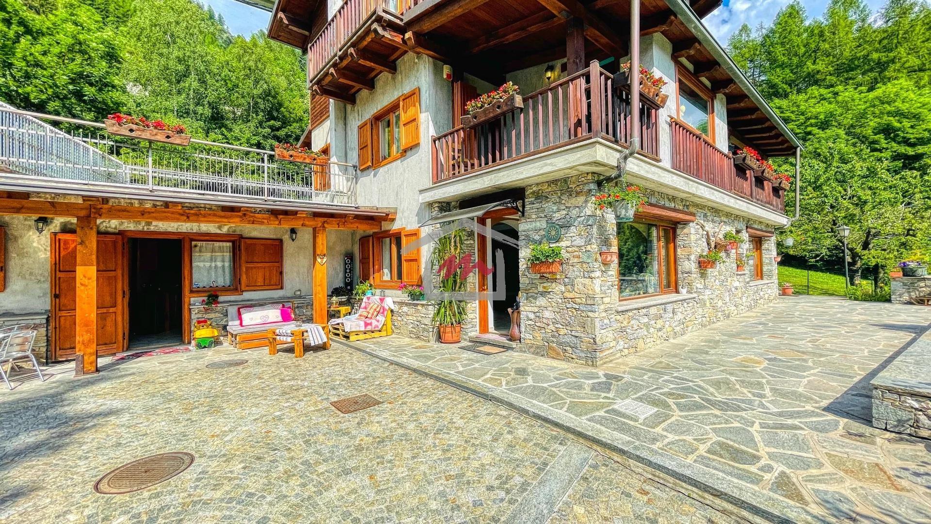 Vendita Appartamento in villa Bardonecchia