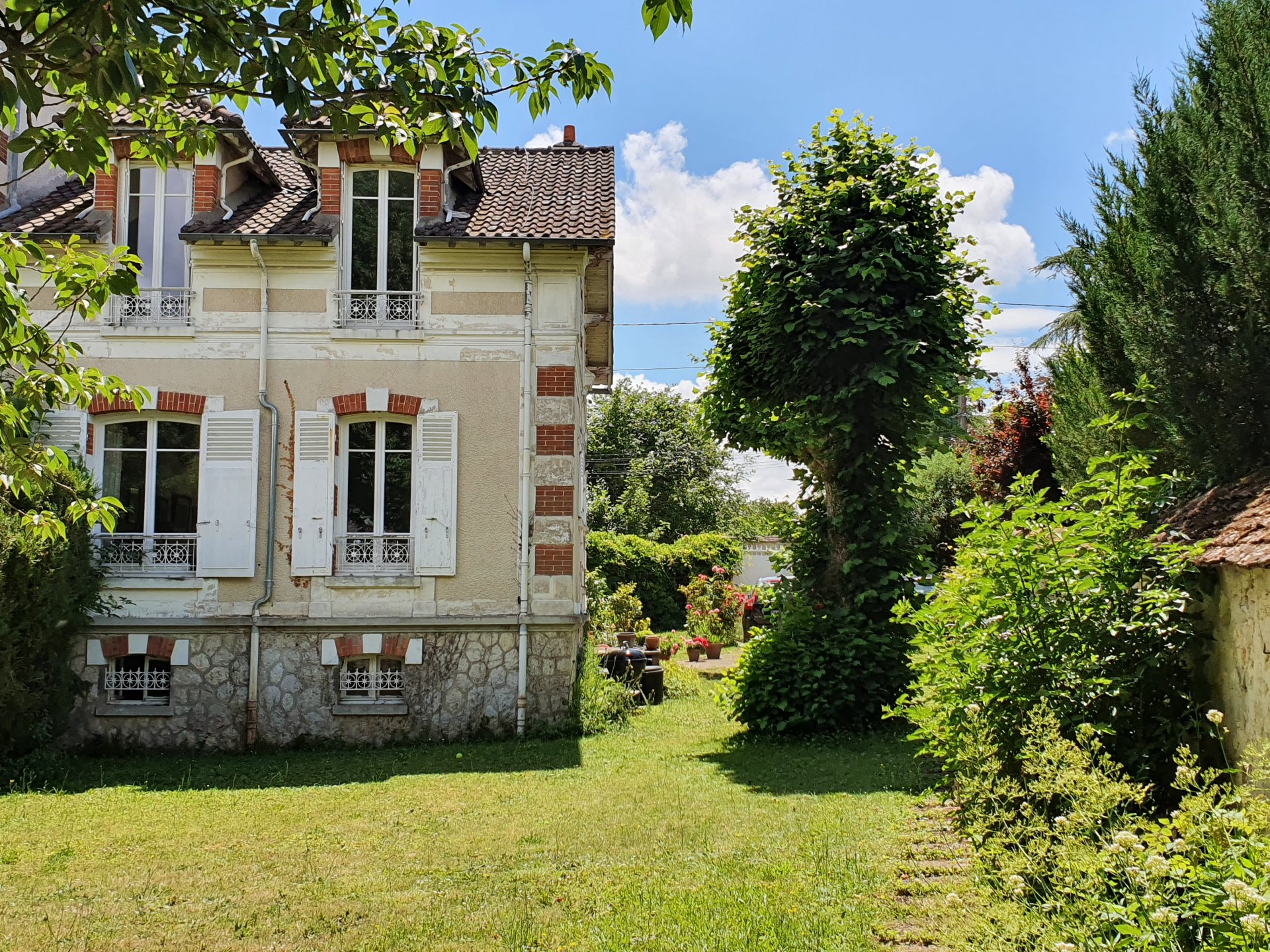 Montigny sur Loing : Maison 6 pièces 115 m2 et dépendance 58 m2