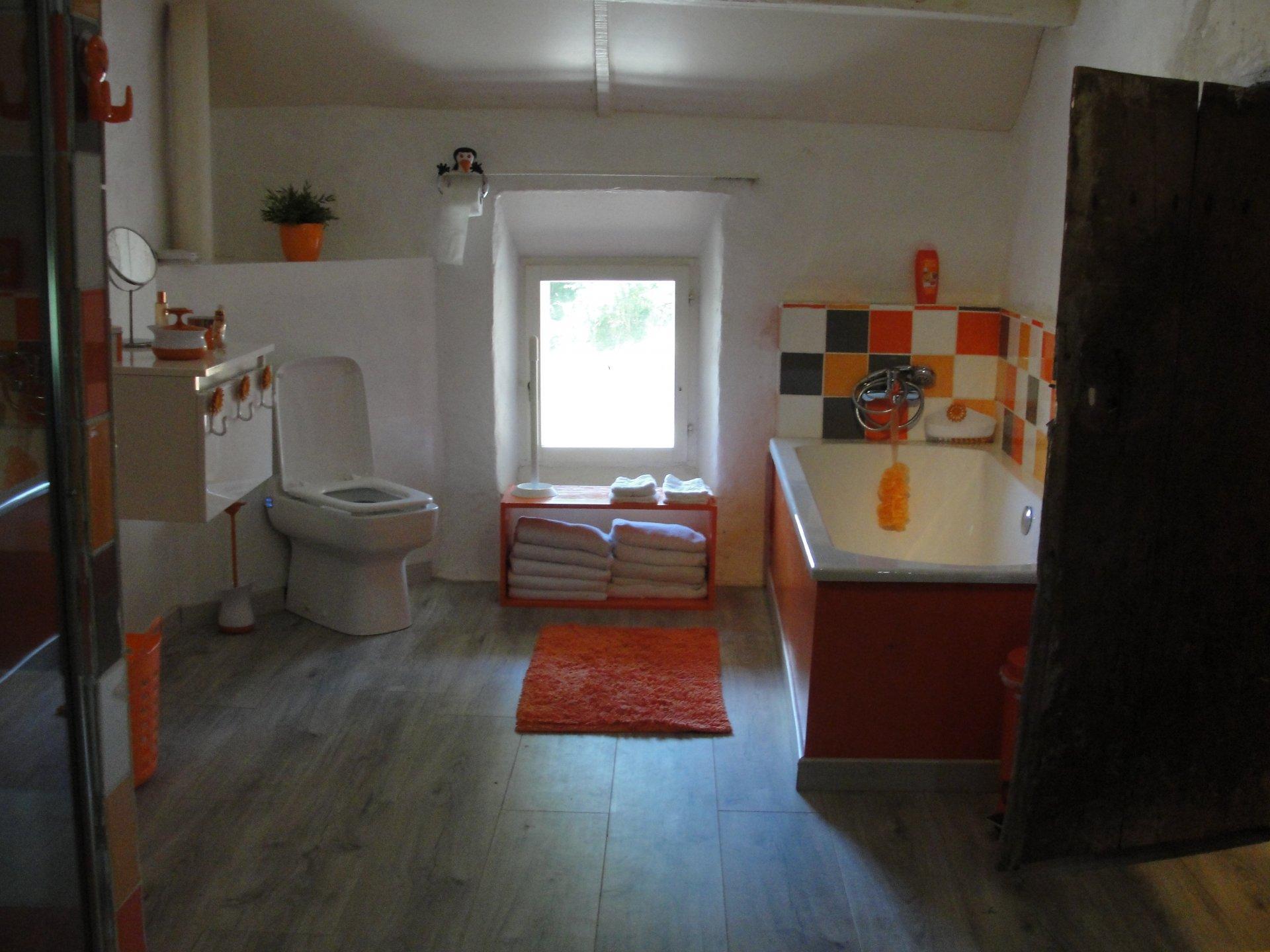 A vendre dans la Creuse, 2 maisons, piscine et une belle vue