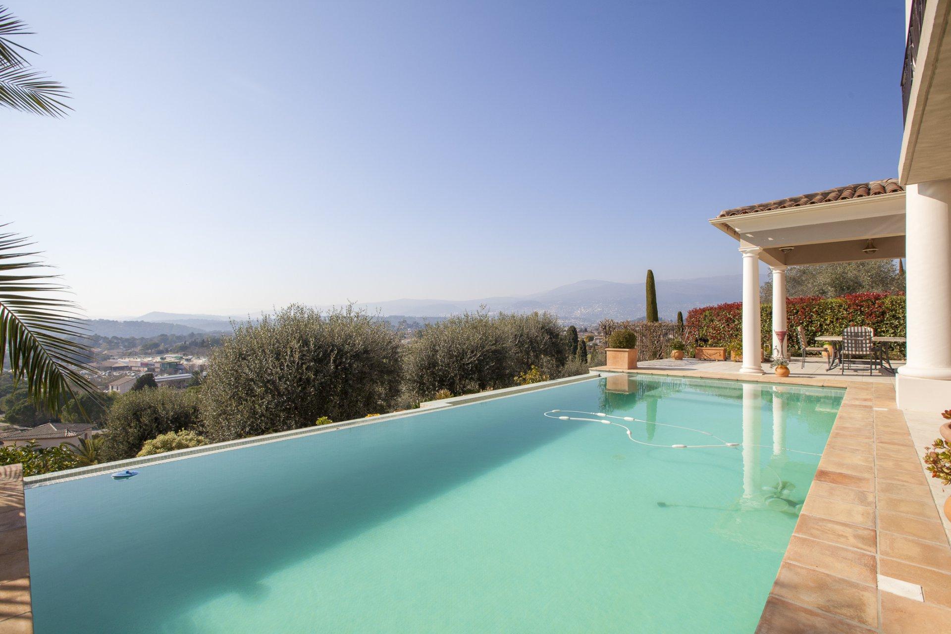 Villa récente, vue panoramique