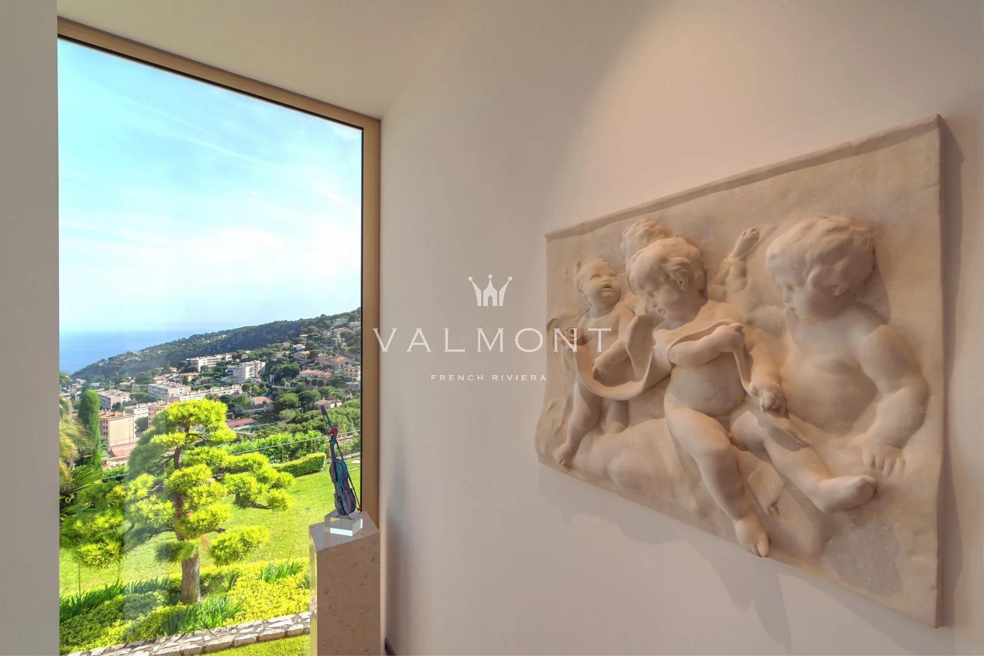 MODERN VILLA OVERLOOKING THE BAY OF VILLEFRANCHE SUR MER