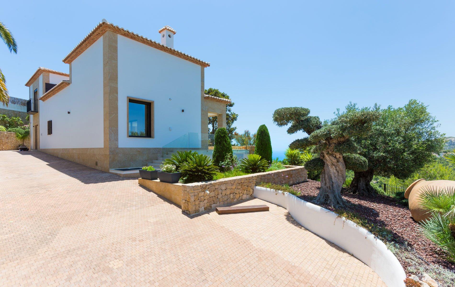 Dream villa with sea views