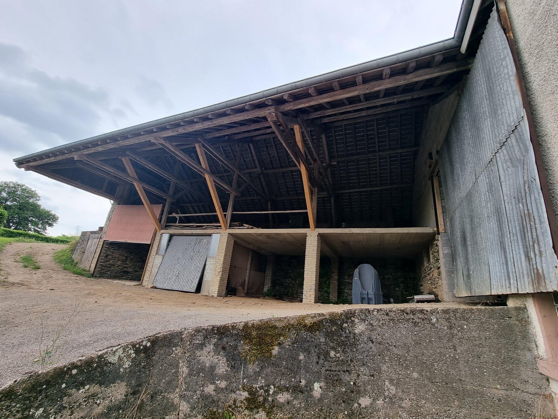 Ancienne hangar a demolir avec possibilité d'aménager 2 lots