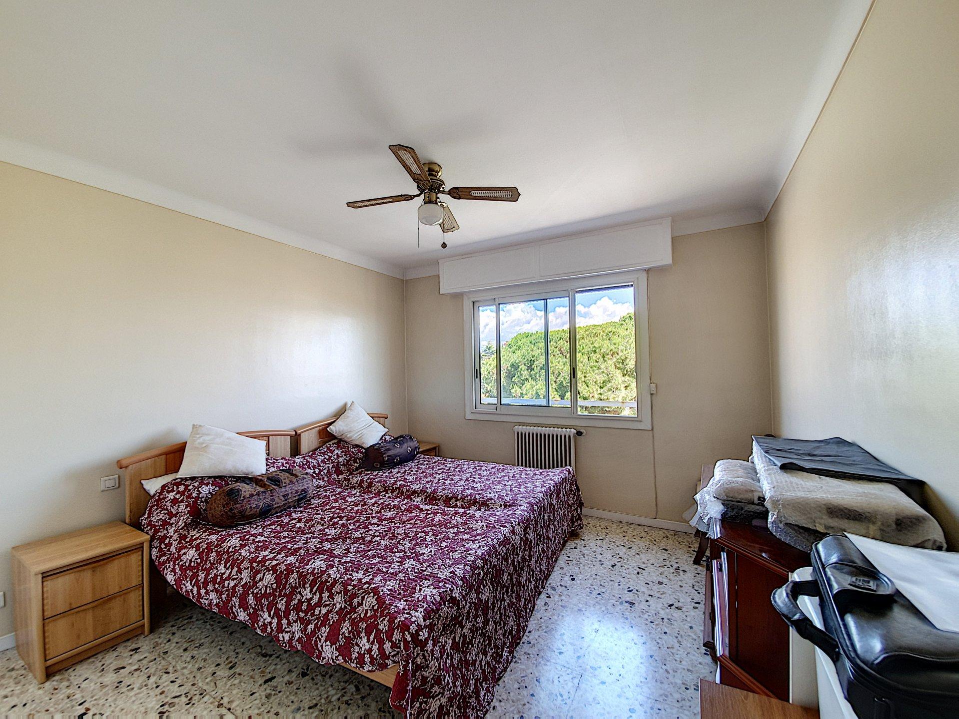 2 BEDROOMS APARTMENT ANTIBES PISCINE PORT VAUBAN