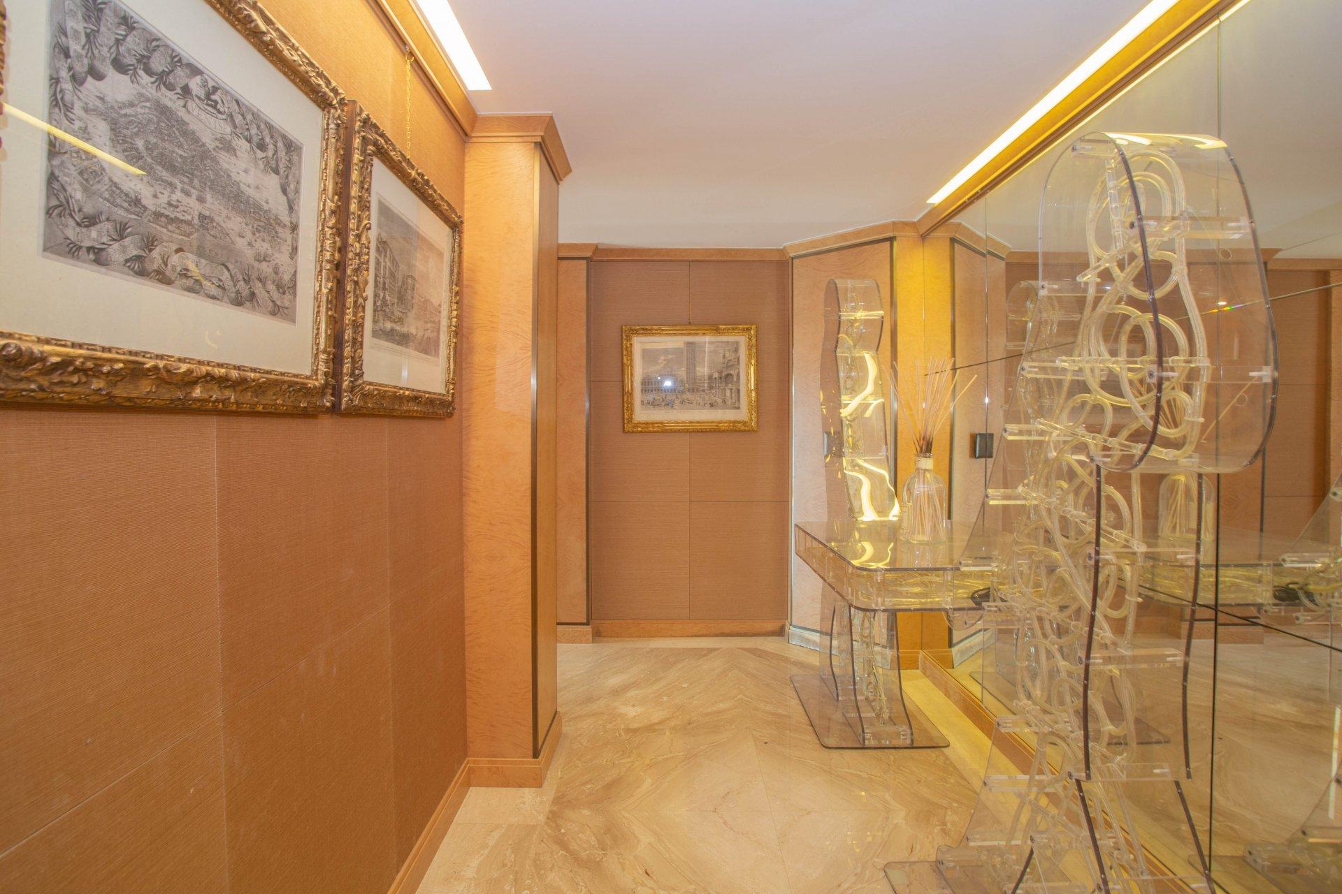 A vendre - Appartement en Dernier Etage - La Croisette Cannes