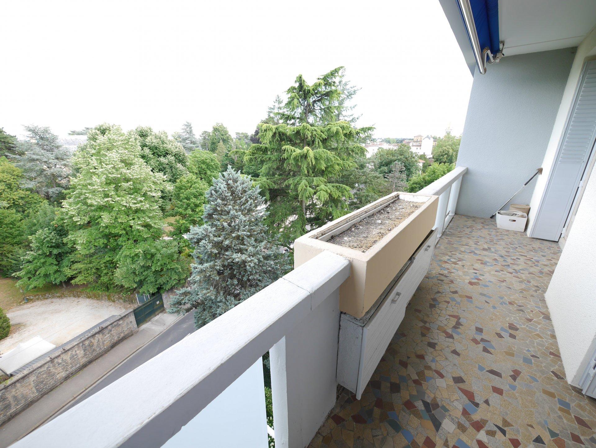 T6 de 122 m² en dernier étage avec ascenseur