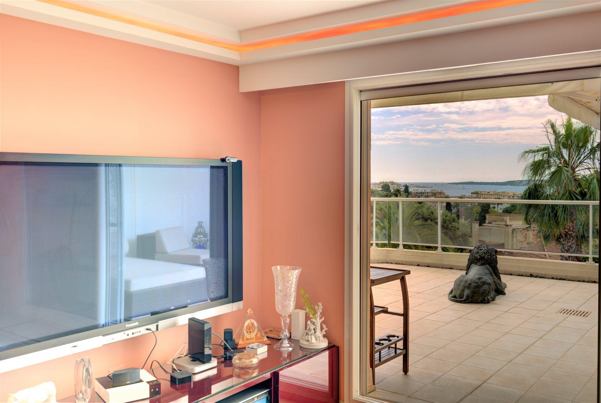 Bas de Croix des Gardes - Superb 5 room apartment with large sea view terrace