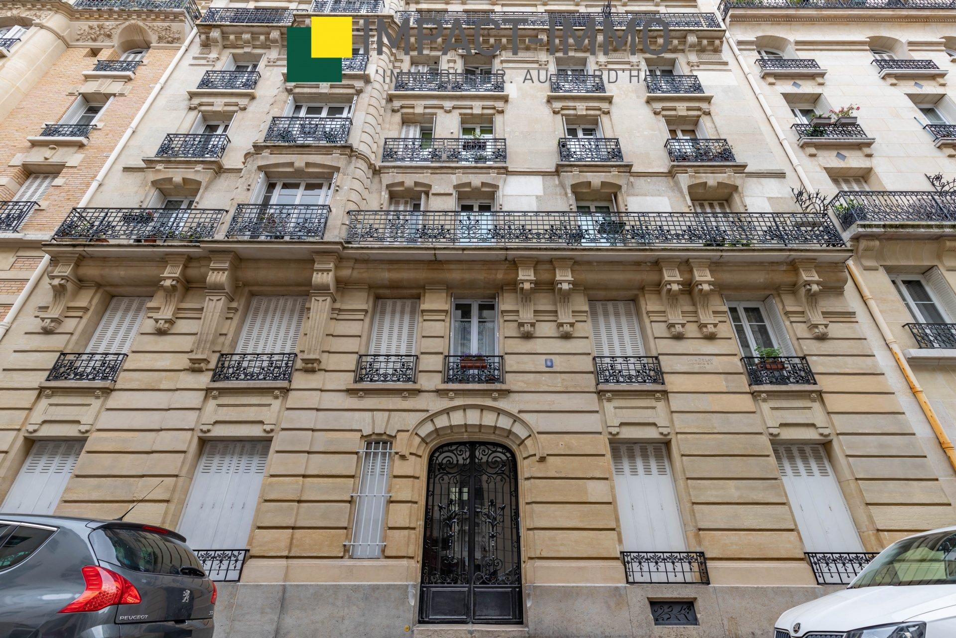 A VENDRE - 3 PIECES - PLACE JACQUES FROMENT - 75018 PARIS