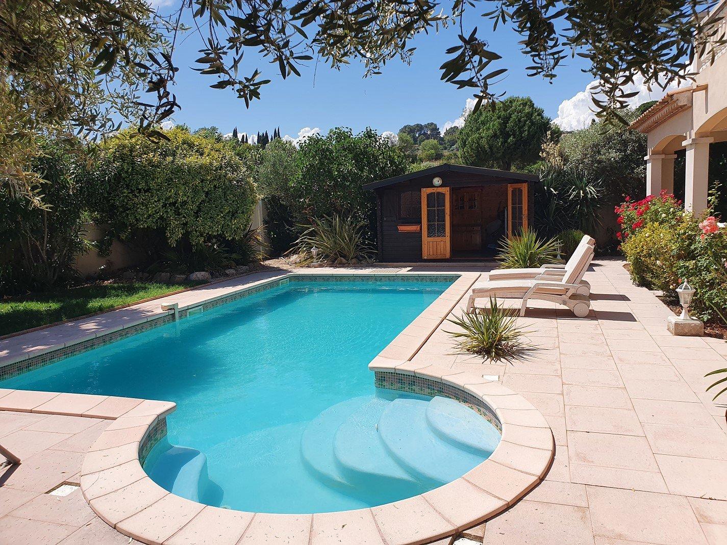 Villa med pool och panorama utsikt