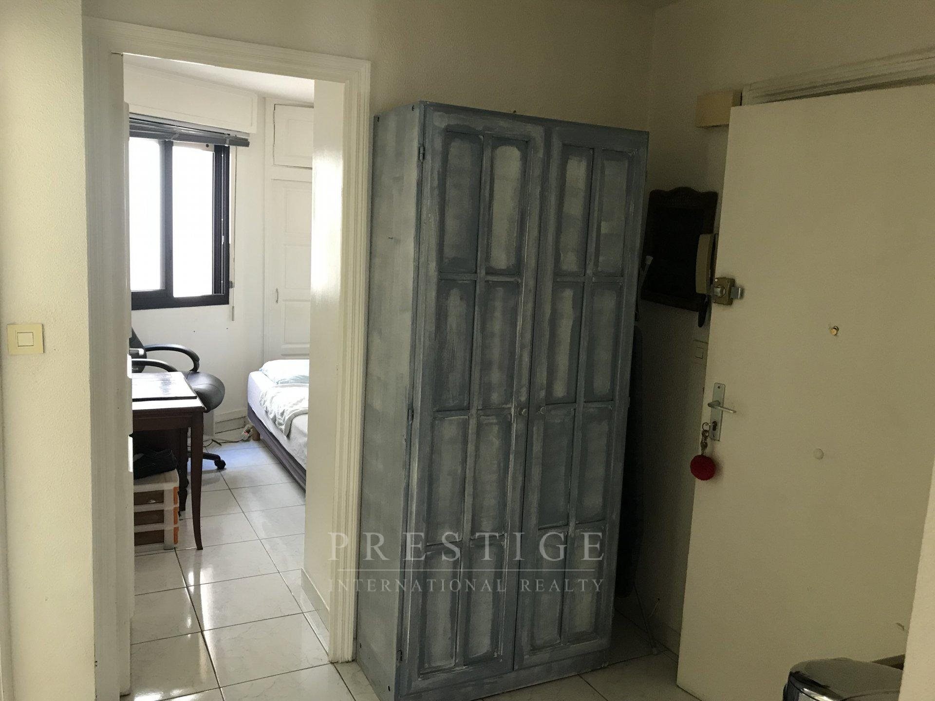 Antibes center flat with terrace,  OCCUPIED LIFE ANNUITY