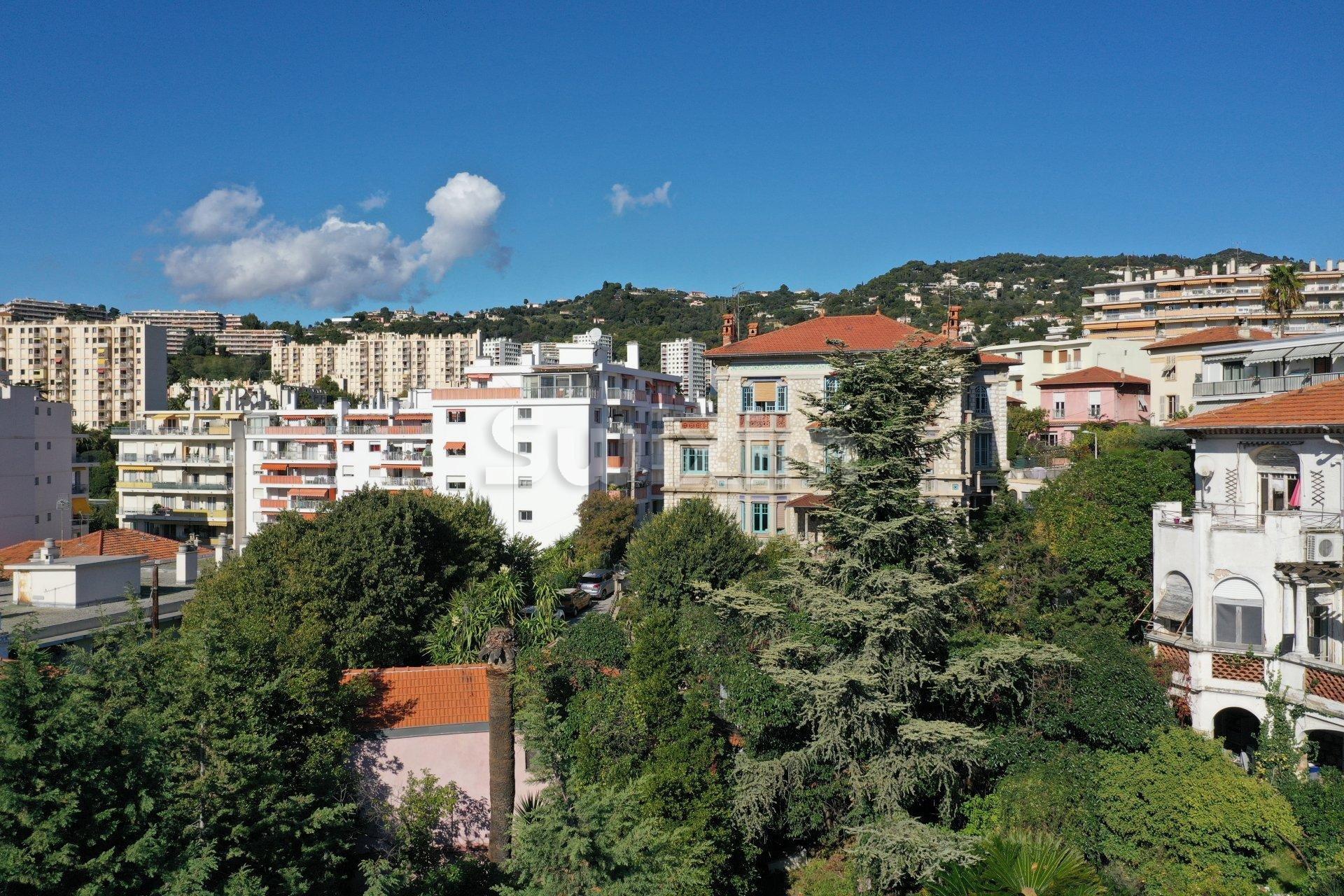 T4 duplex, terrasse et jardin privatif de 82m² quartier RAY