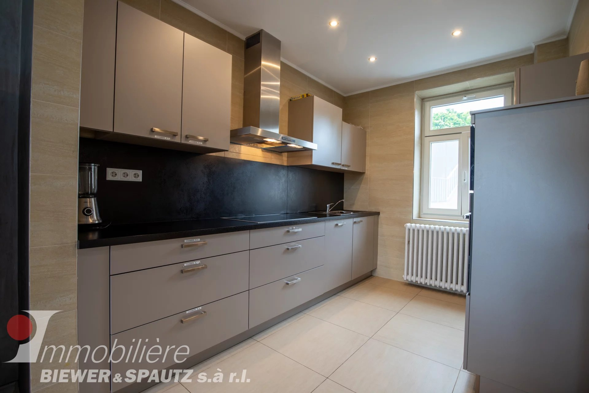 FOR SALE - Investment property with 6 bedrooms in Wecker