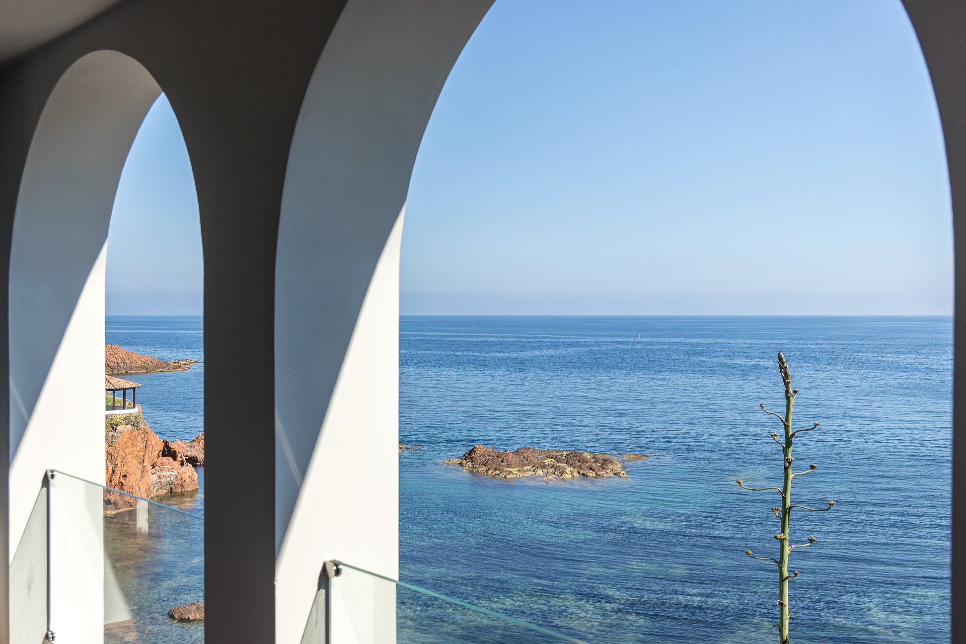 WATERFRONT PROPERTY BETWEEN CANNES AND SAINT RAPHAEL