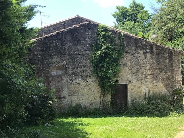 villefranche 9 mn, barn to renovate with garden