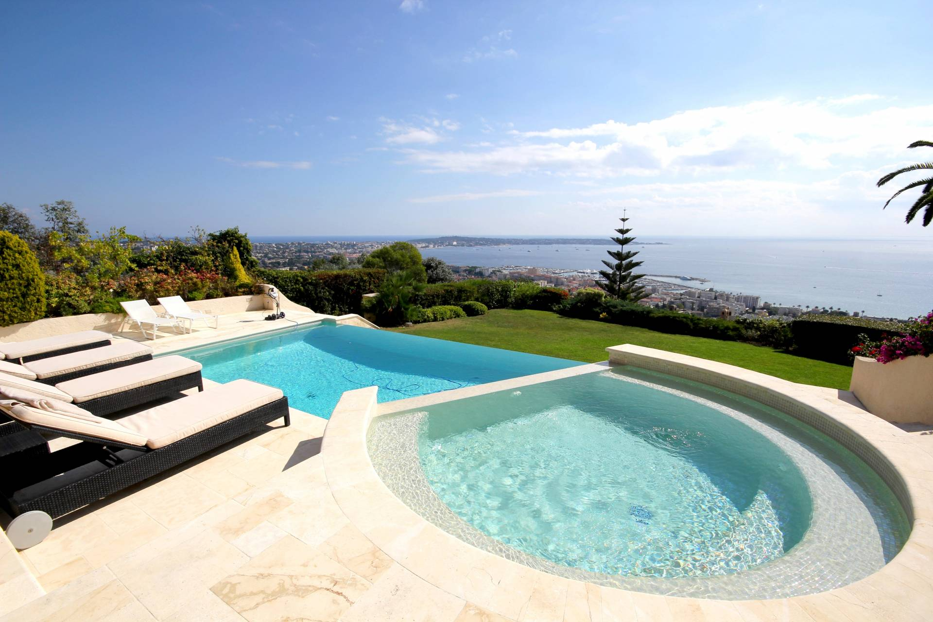 Villa in Cannes with magnificent views