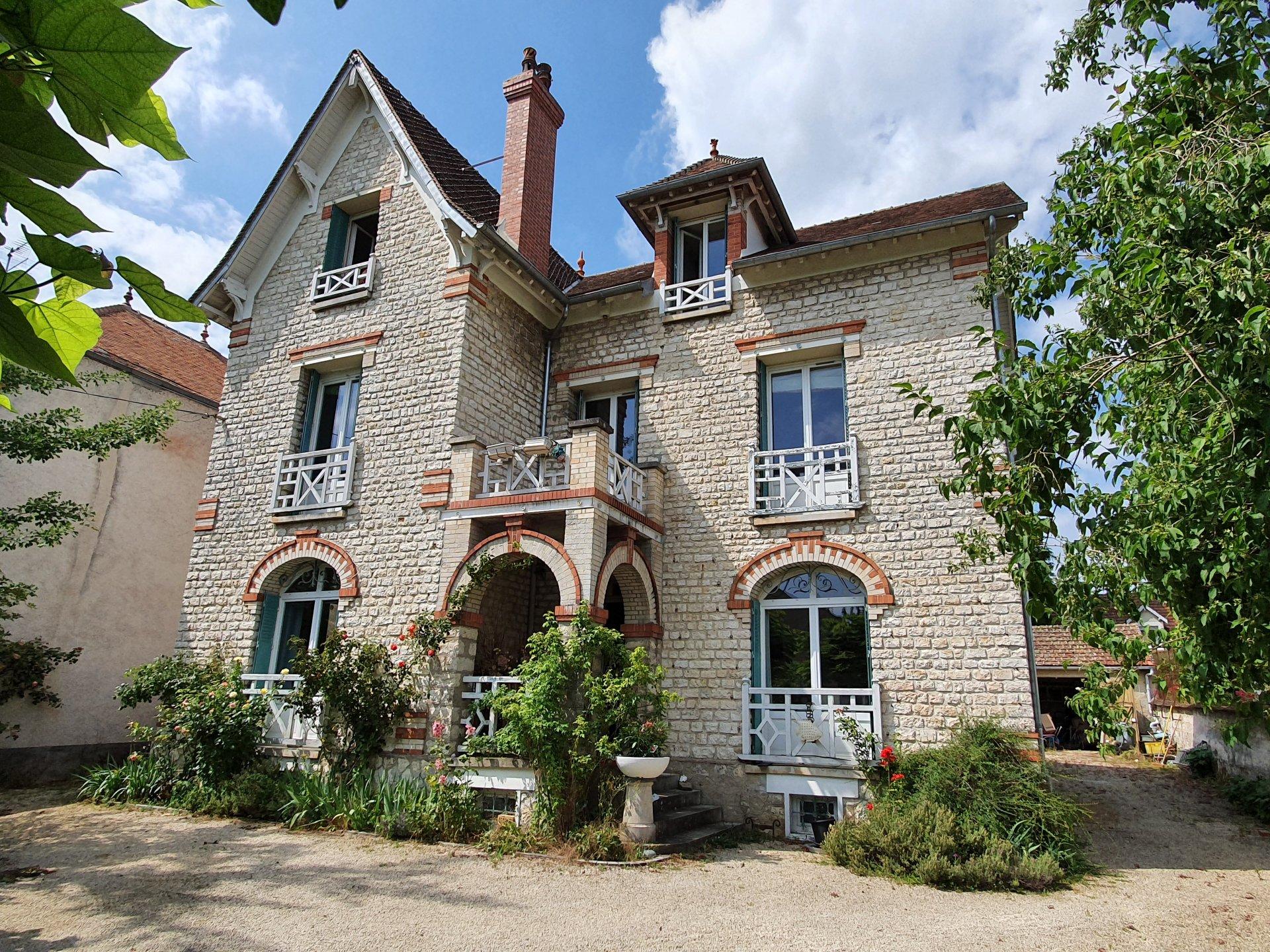 Montigny sur Loing : Maison 9 pièces 302 m2