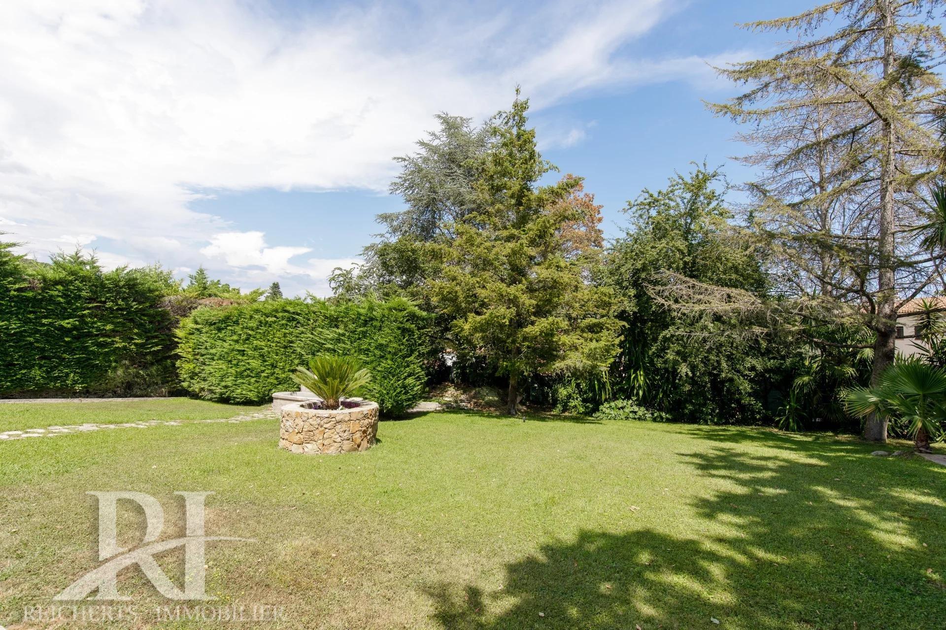 BIOT Saint Julien Magnifique villa en pierre de taille