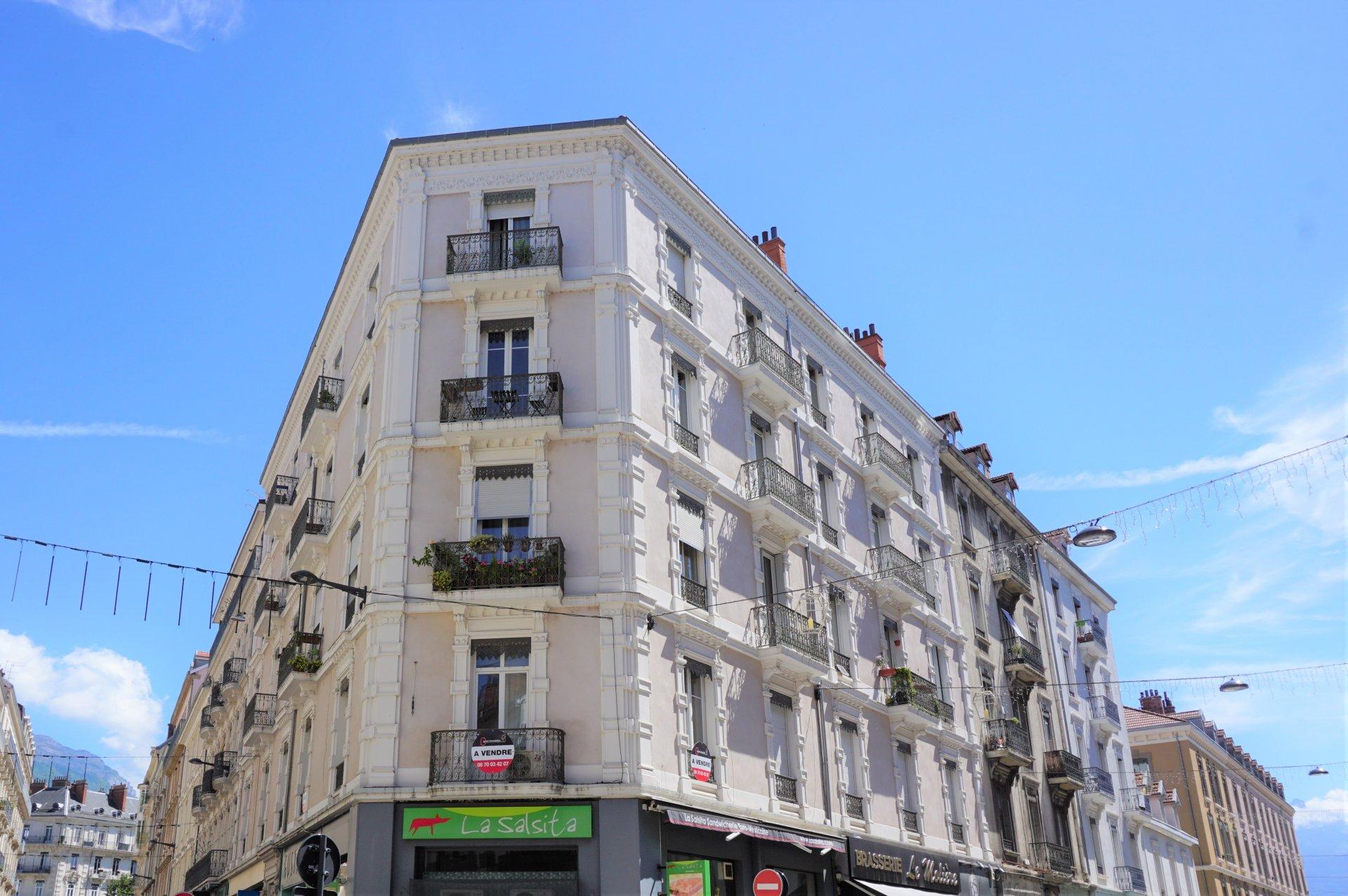 Le bel immeuble ancien du centre ville