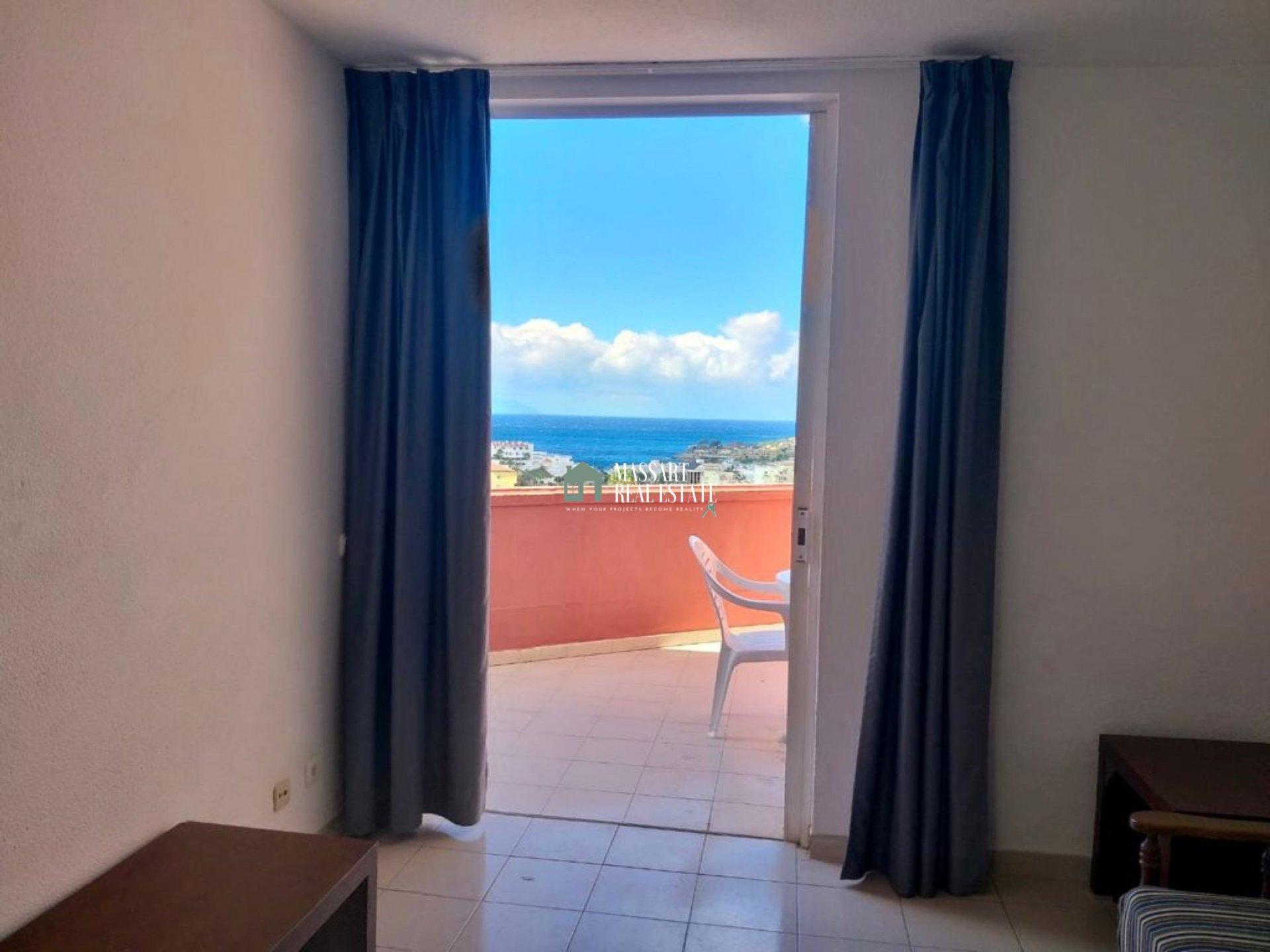 Apartamento de 50 m2 en Las Américas caracterizado por ofrecer maravillosas vistas al mar y a la isla de La Gomera.