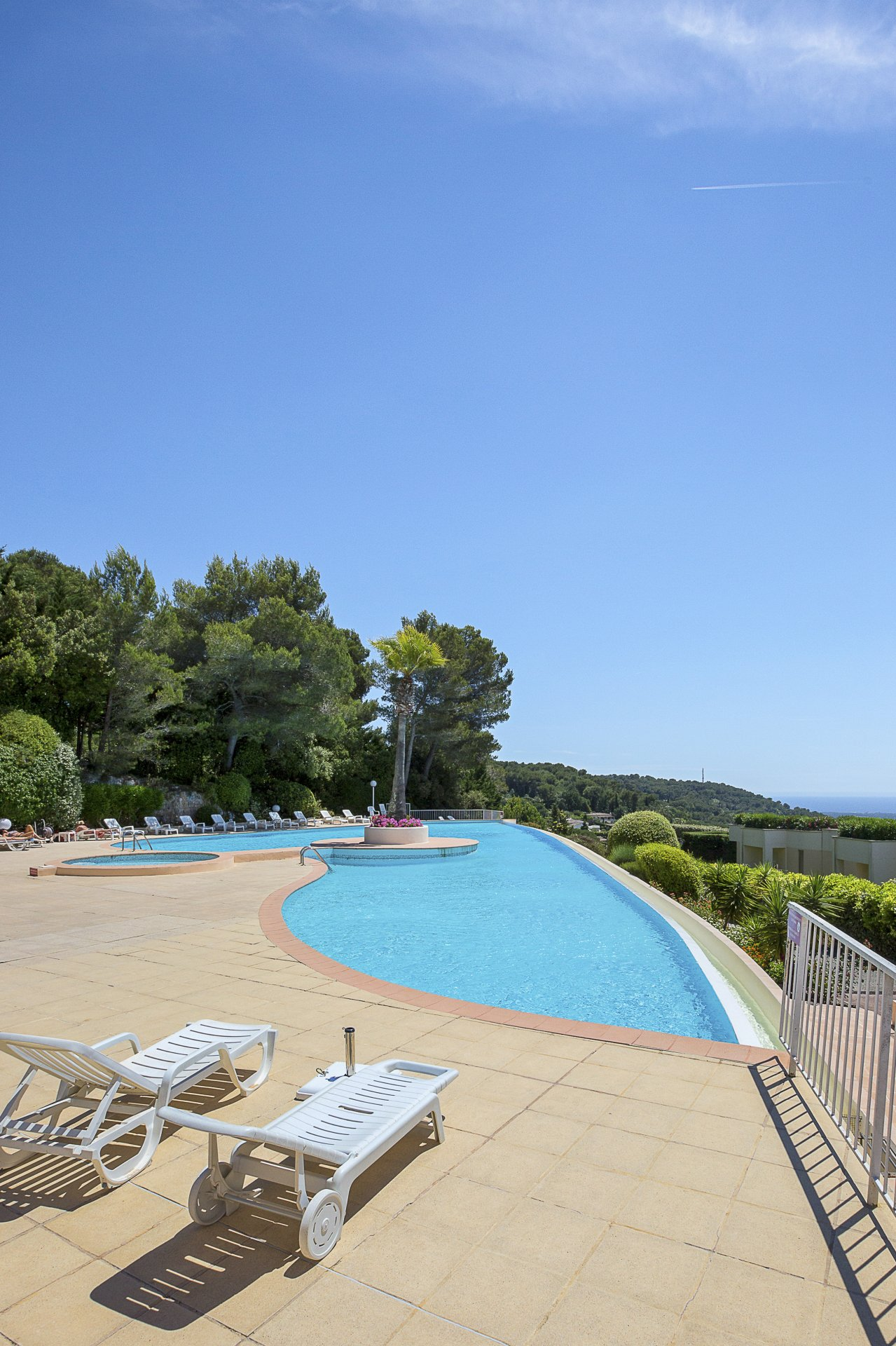Super 2 bed apartment for sale with a beautiful terrace and panoramic views of the Mediterranean, the bay of Cannes and surrounding hillside