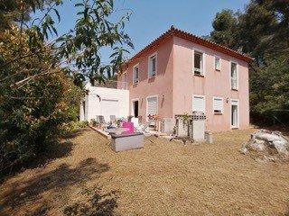 Maison de 196 m² sur 1690 m² de terrain